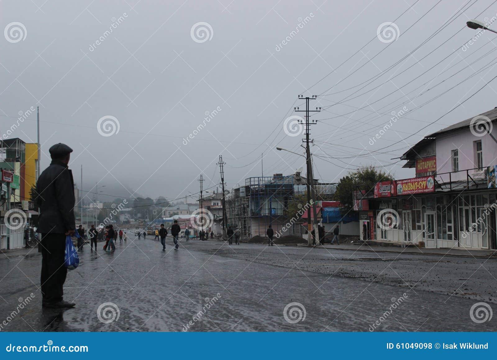 Dia chuvoso em Osh