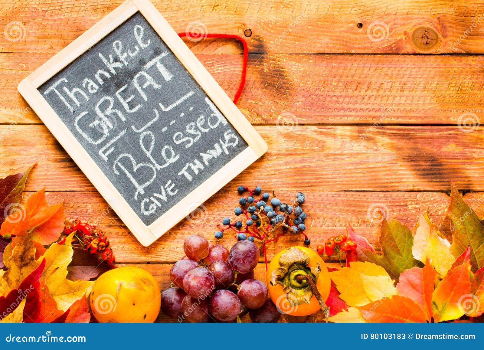Dia da ação de graças, fundo das folhas de outono