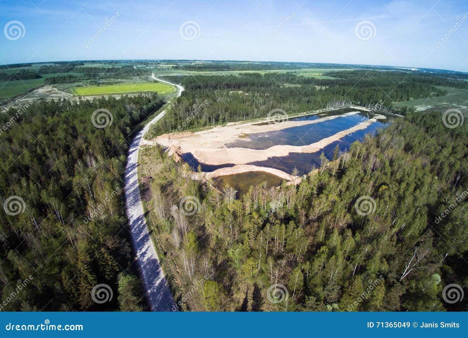 Dia de mola no campo letão