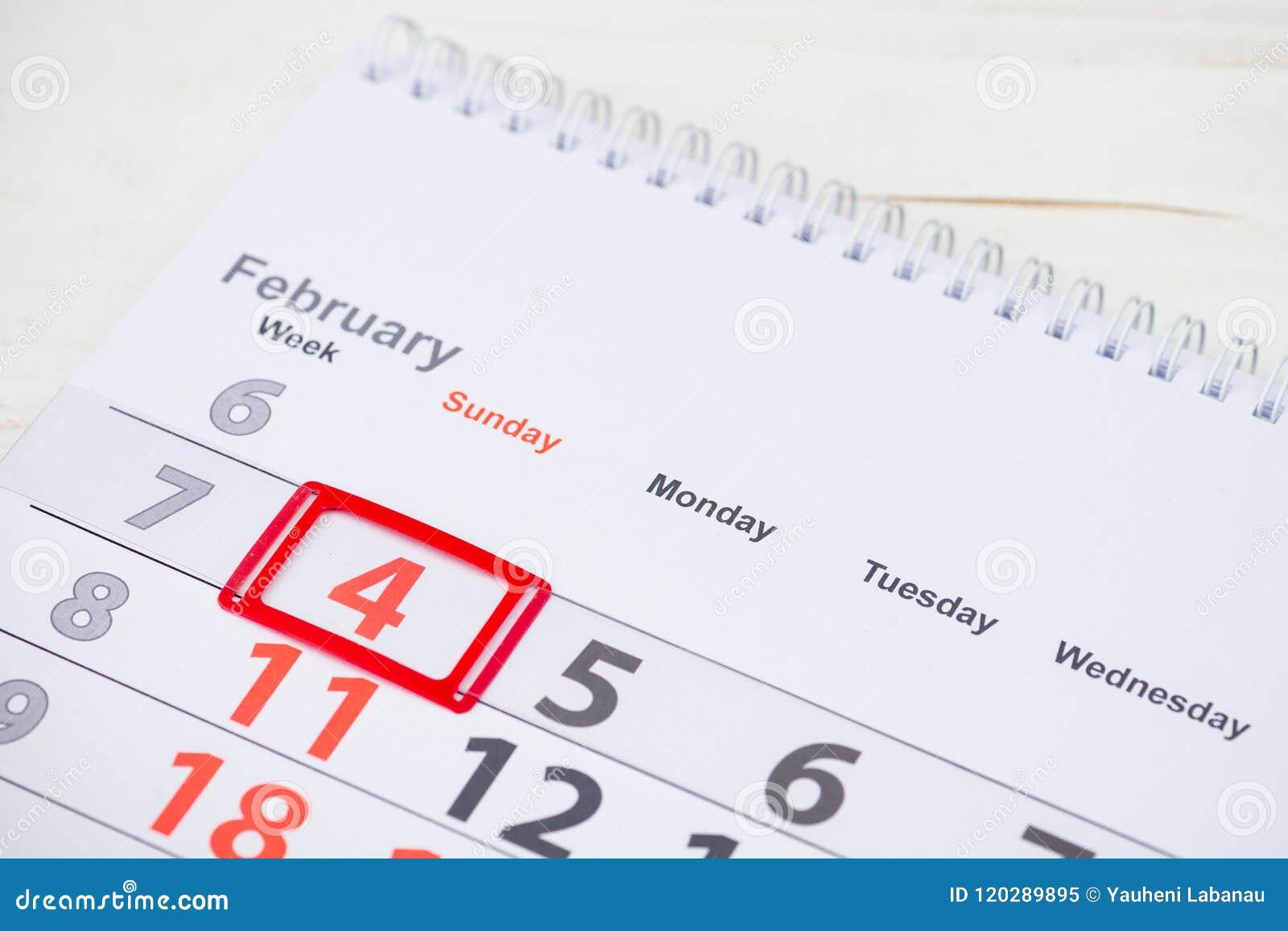 Marca Calendario.Dia Do Cancer Do Mundo 4 De Fevereiro Marca No Calendario Imagem De