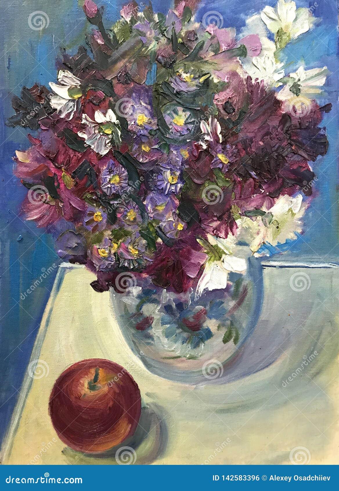 Dia ensolarado brilhante de tiragem, flores selvagens no vaso de vidro