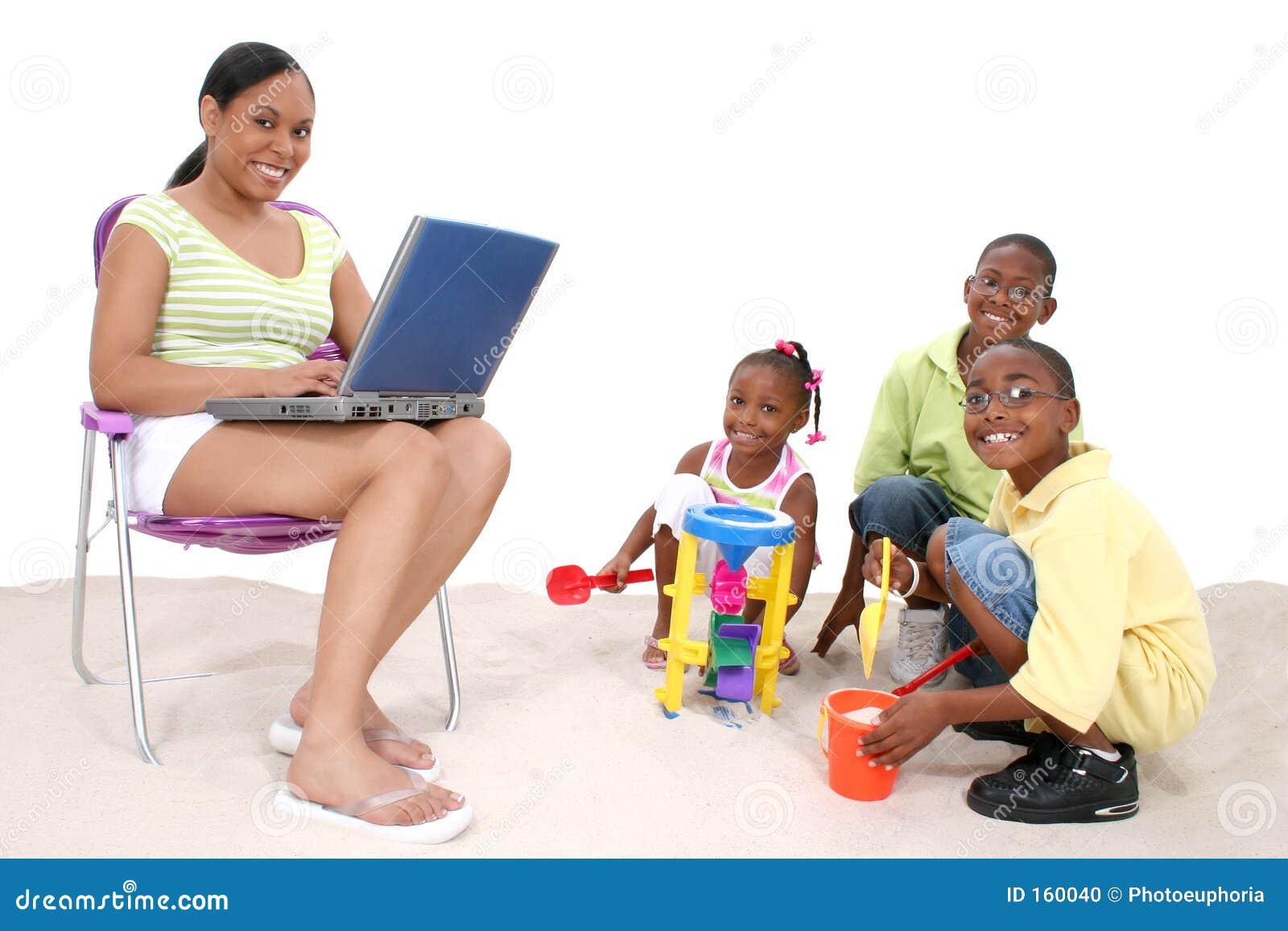 Dia na praia para a família