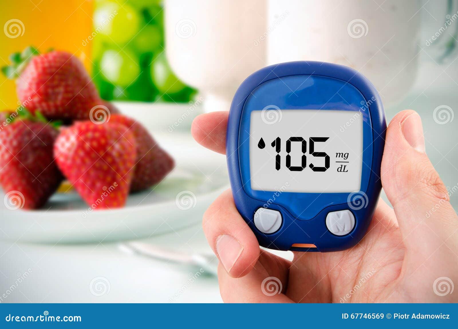Diabète faisant l essai de niveau de glucose