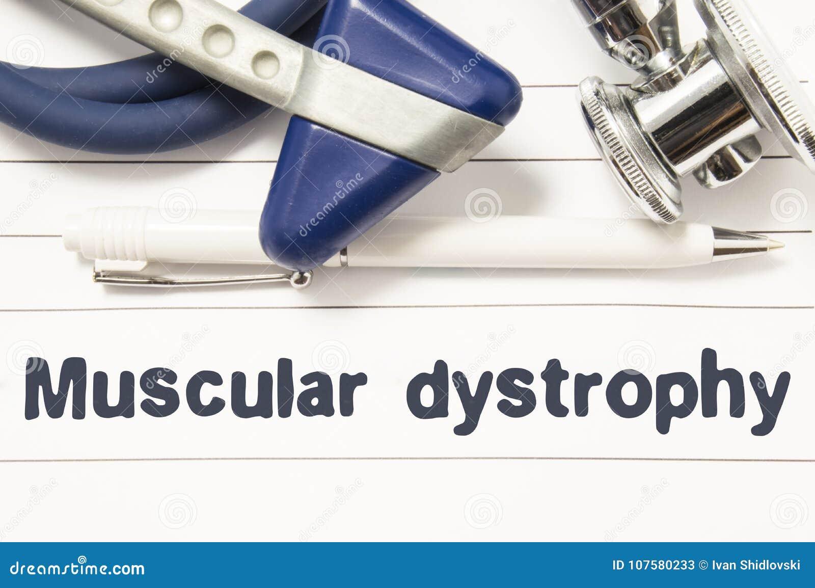 Diagnóstico do close up da distrofia muscular Guia médico do livro para o neurologista do doutor com texto do título da doença ne