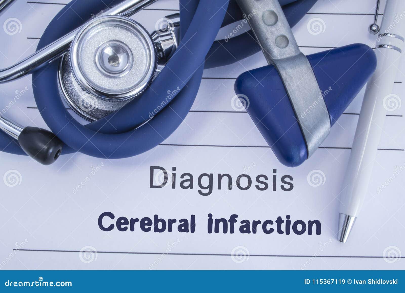 Diagnose van Herseninfarct Document medische geschiedenis met diagnose van Herseninfarct, waarbij leugen blauwe stethoscoop, neur