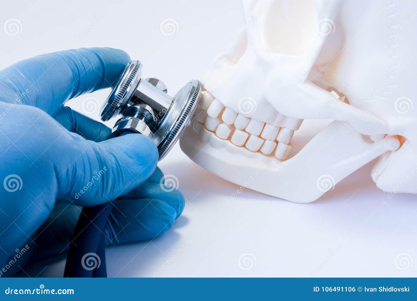 Diagnosi e rilevazione delle malattie dei denti in odontoiatria, malattia delle ossa della s orale e maxillo-facciale superiore e