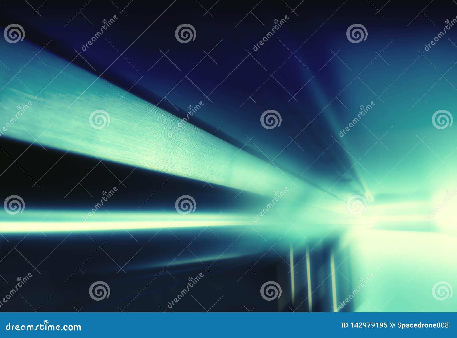 Diagonalt filmiskt rymdskepptak med filmisk blickbakgrund