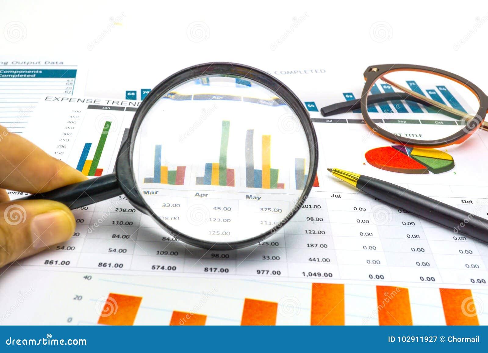 Diagram- och grafpapper Finansiellt, redovisa, statistik, analytiska forskningdata och begrepp för affärsföretagsmöte