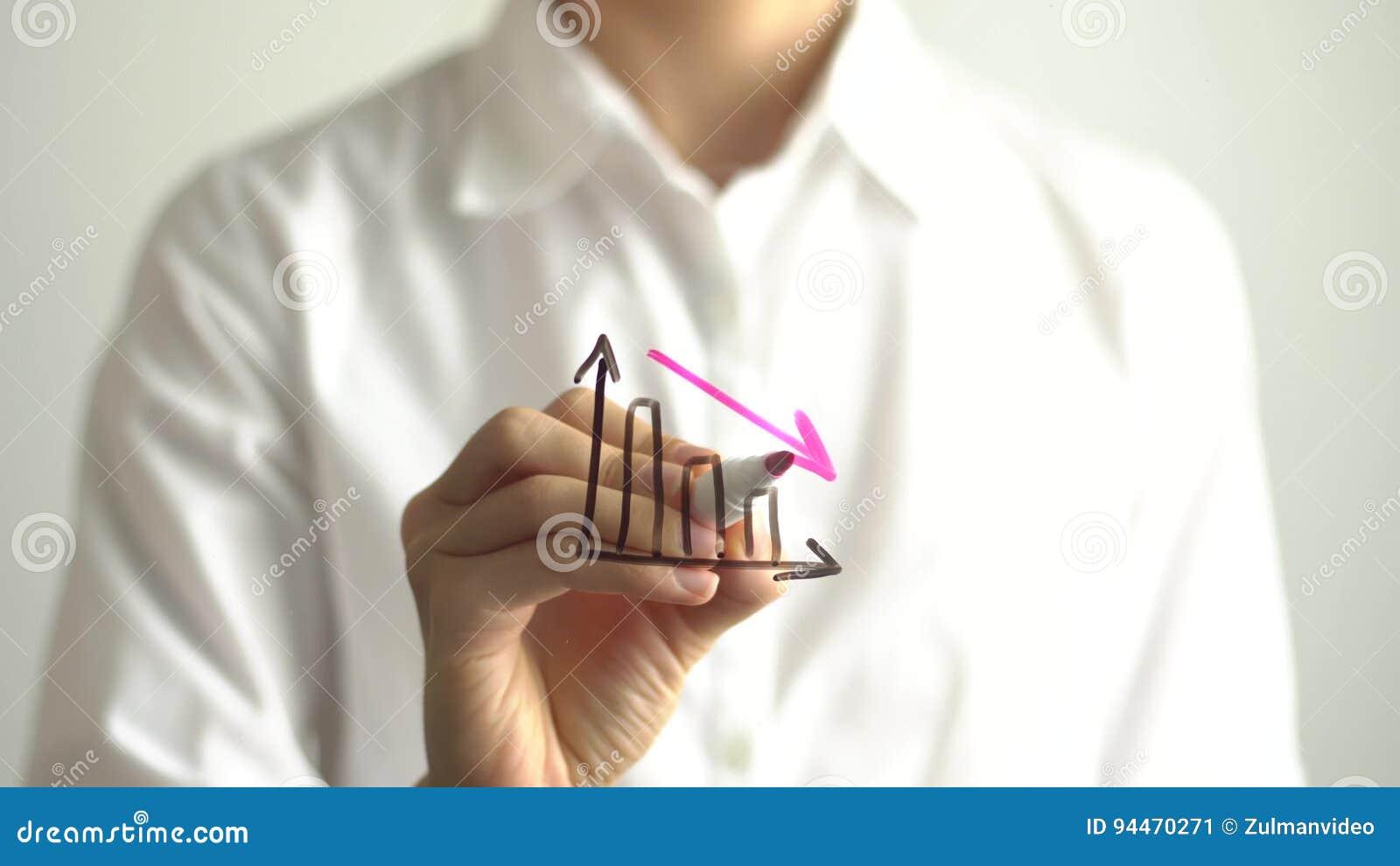 Diagrama de la disminución del dibujo de la mujer con abajo la flecha roja en la pantalla transparente