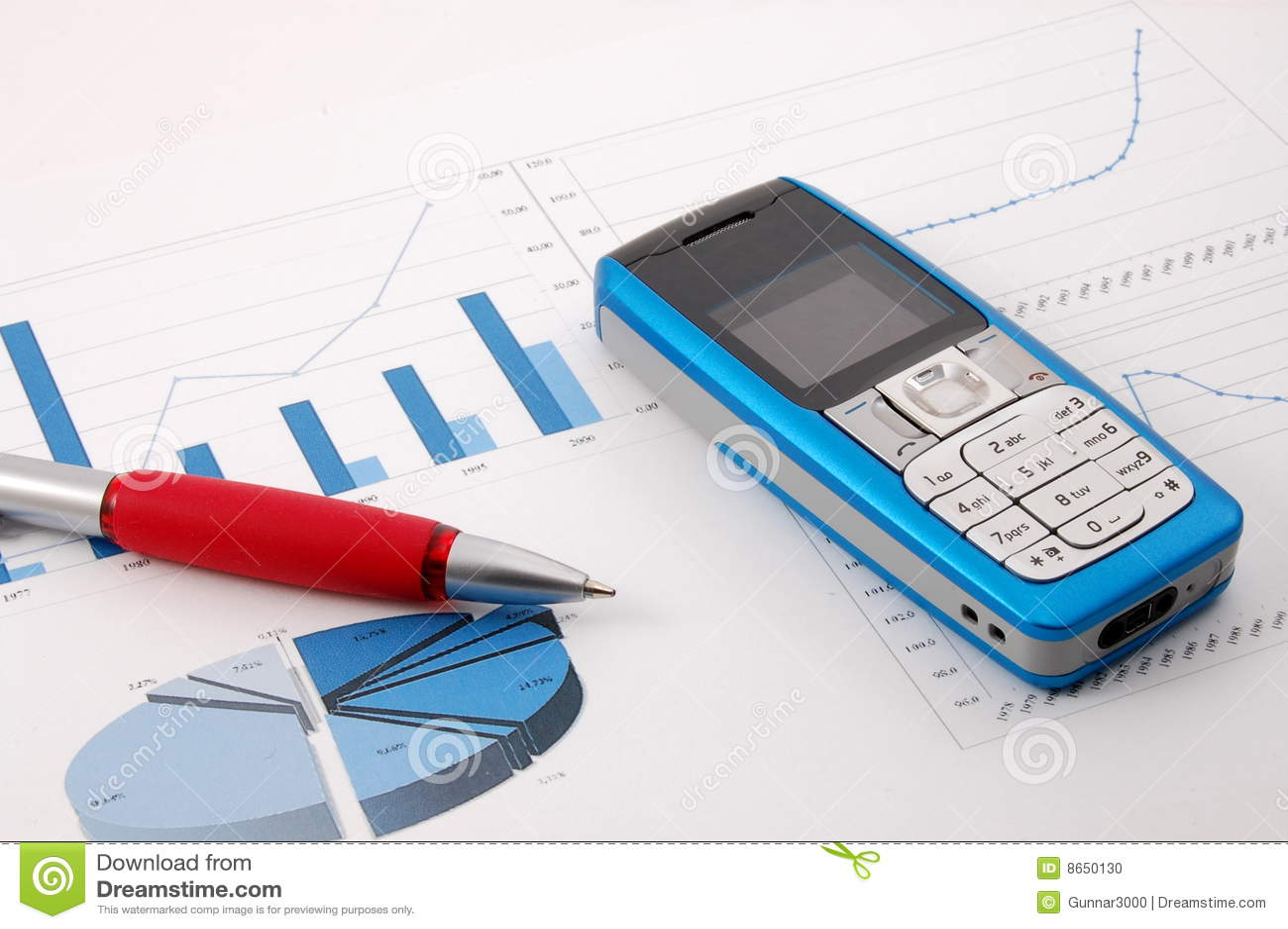 Diagramme de cellules d affaires au-dessus de téléphone