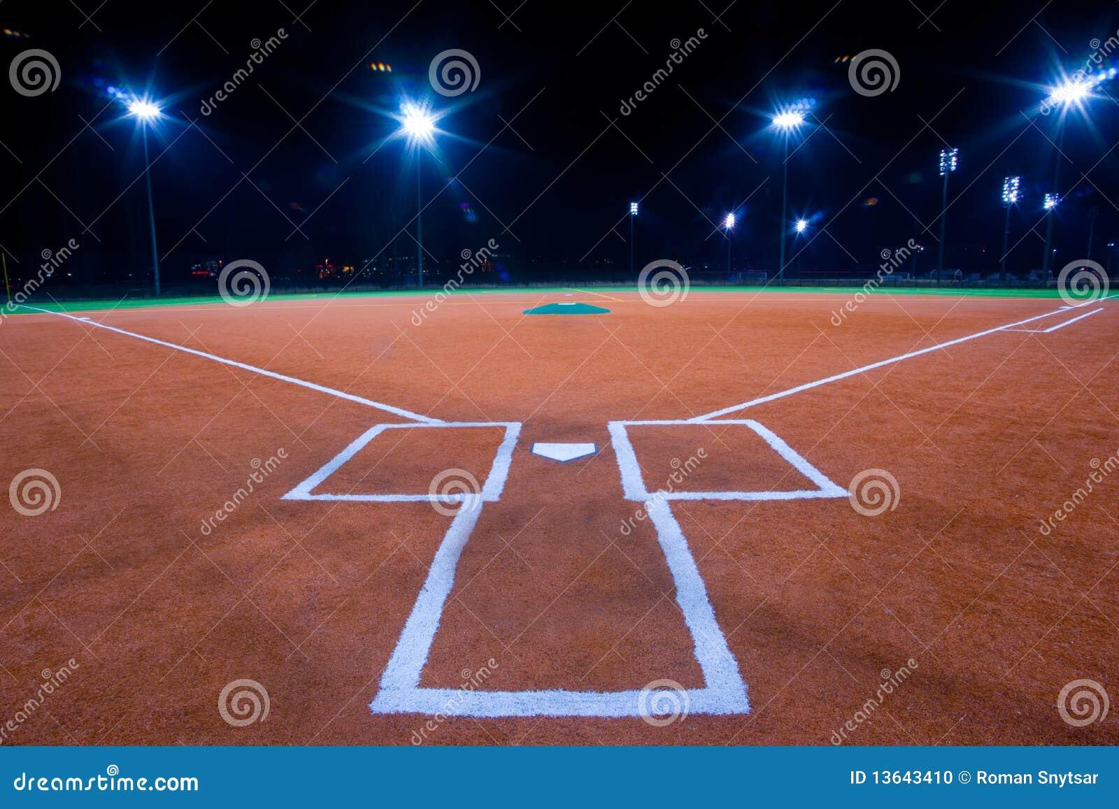 Diamante di baseball alla notte
