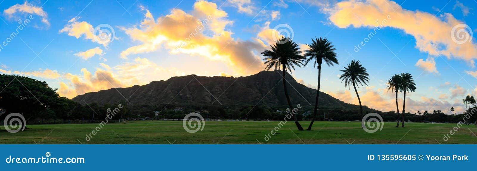 Diamond Head en la salida del sol, Oahu, Hawaii