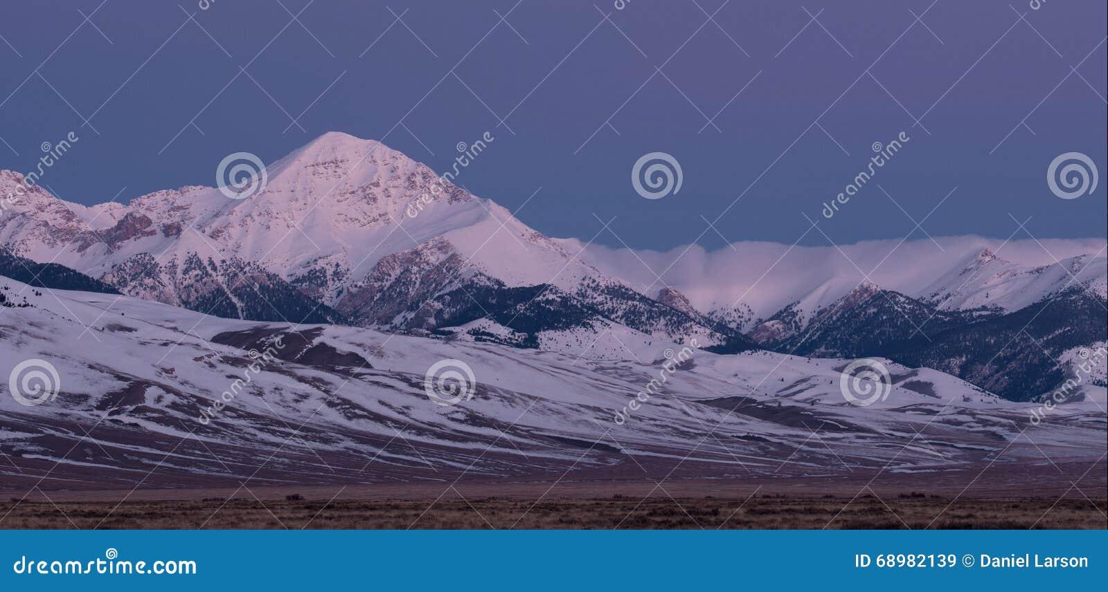 Diamond Peak en crepúsculo