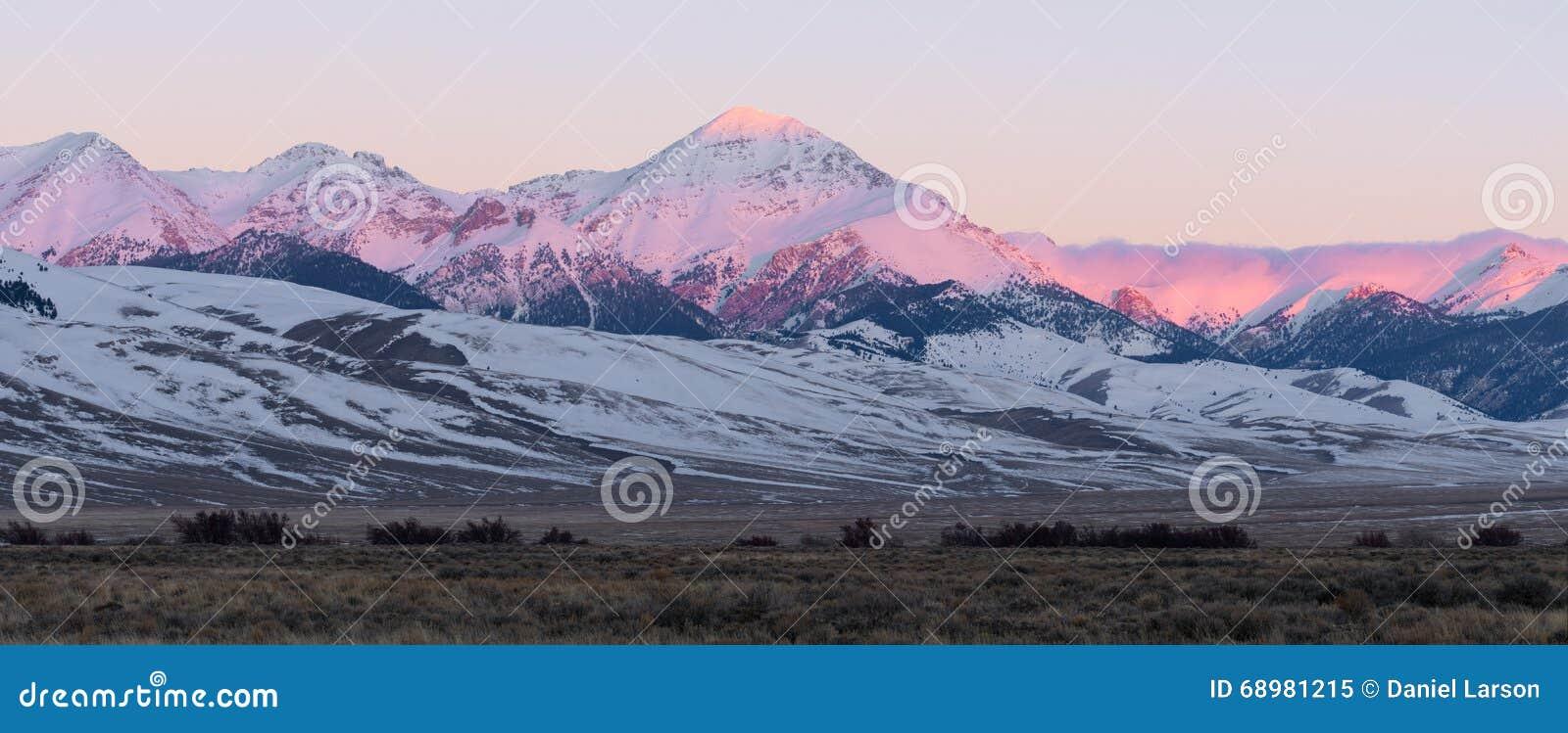 Diamond Peak en la salida del sol