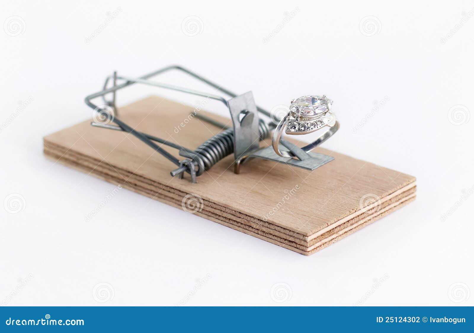 Diamond Wedding Gift Ideas: Diamond Ring Wedding Gift On Mouse Trap Stock Photography