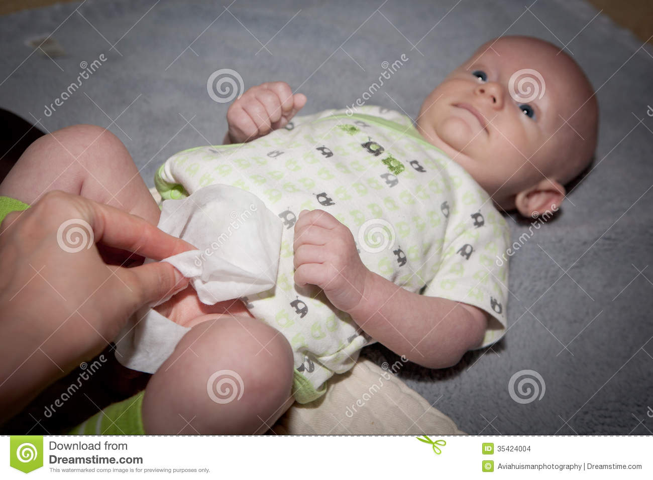 how to change a baby s diaper Finding the right size diaper for your baby can be tough they grow quickly, grow in different directions, and the diaper size that worked yesterday may not work today.