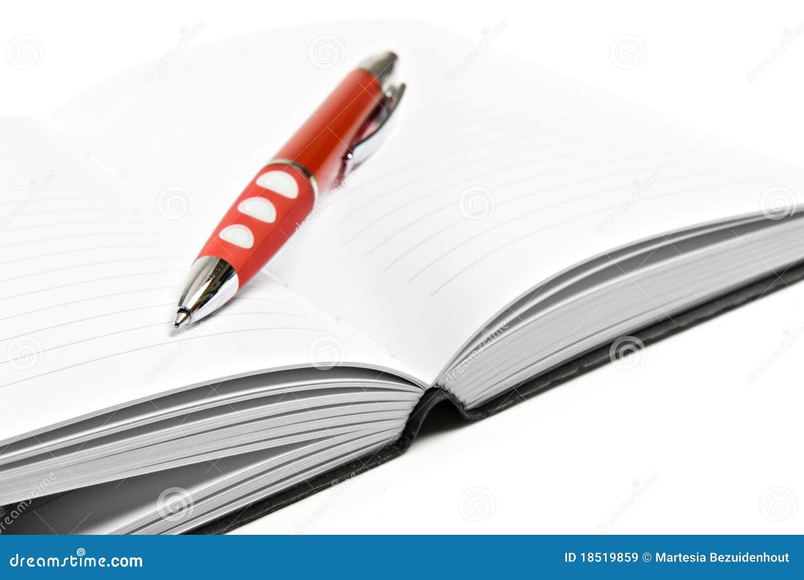Diario con la pluma roja