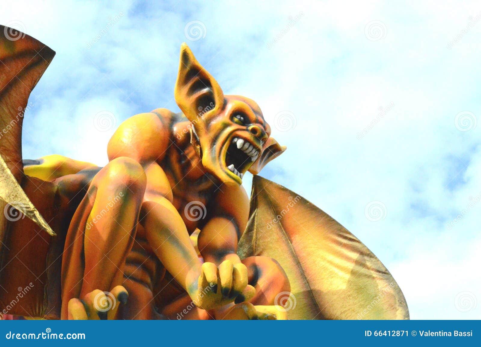 Diavolo giallo al carnevale di Viareggio