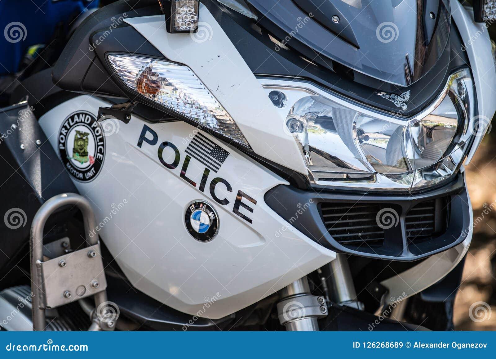 Dicht politiebmw motocyccle omhoog
