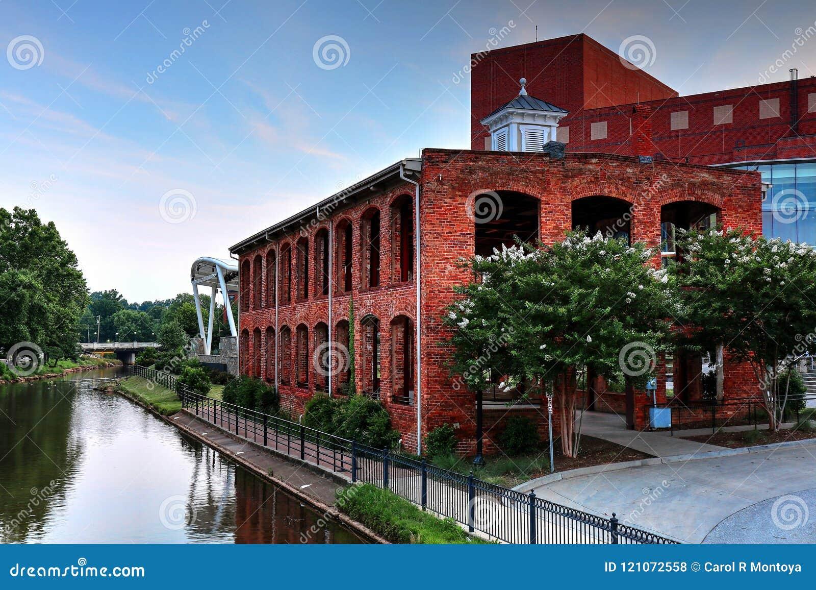 Die alte Mühle im Fall-Park auf Reedy River In Greenville, South Carolina