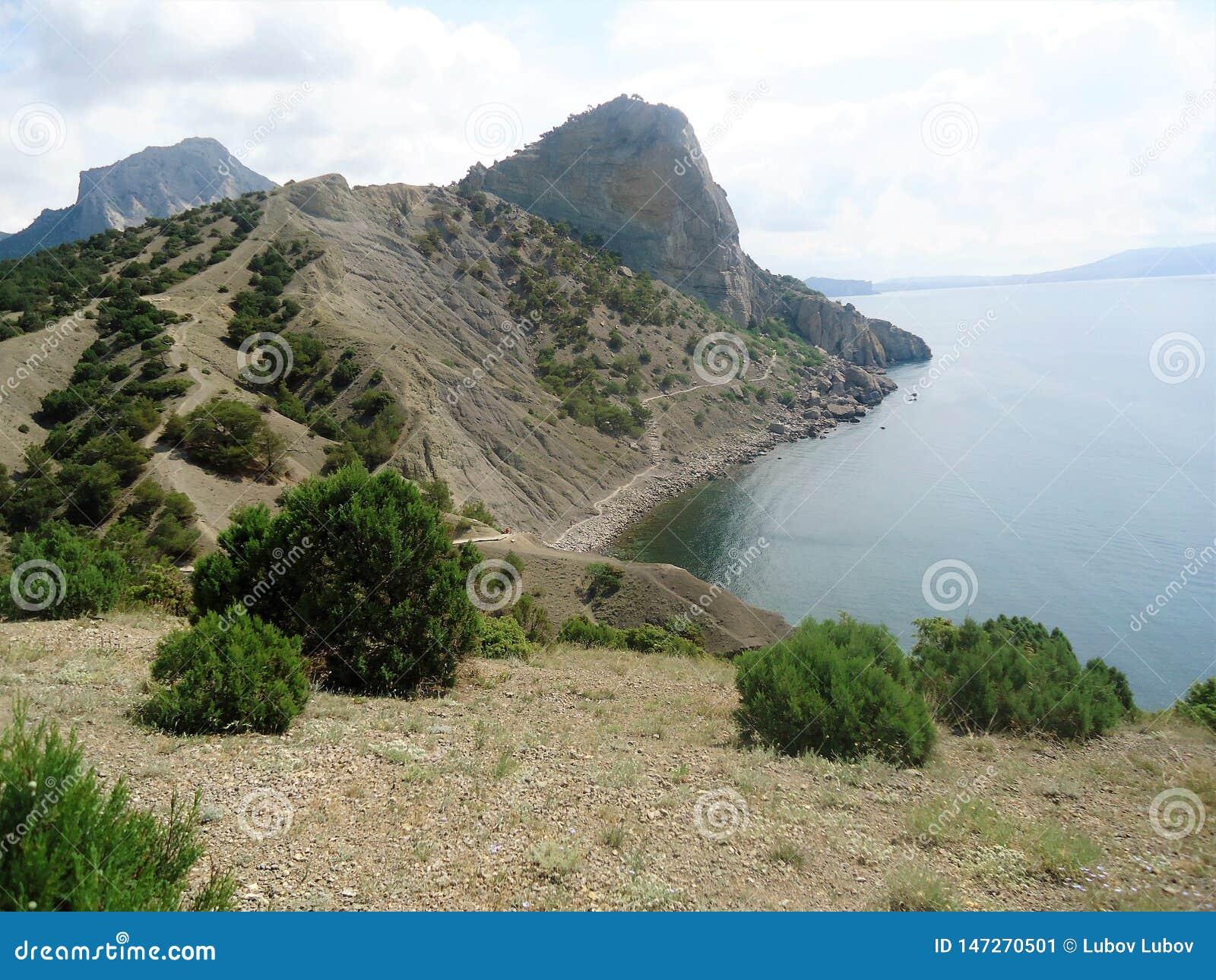 Die Berge auf der Insel sind steil und unzugänglich