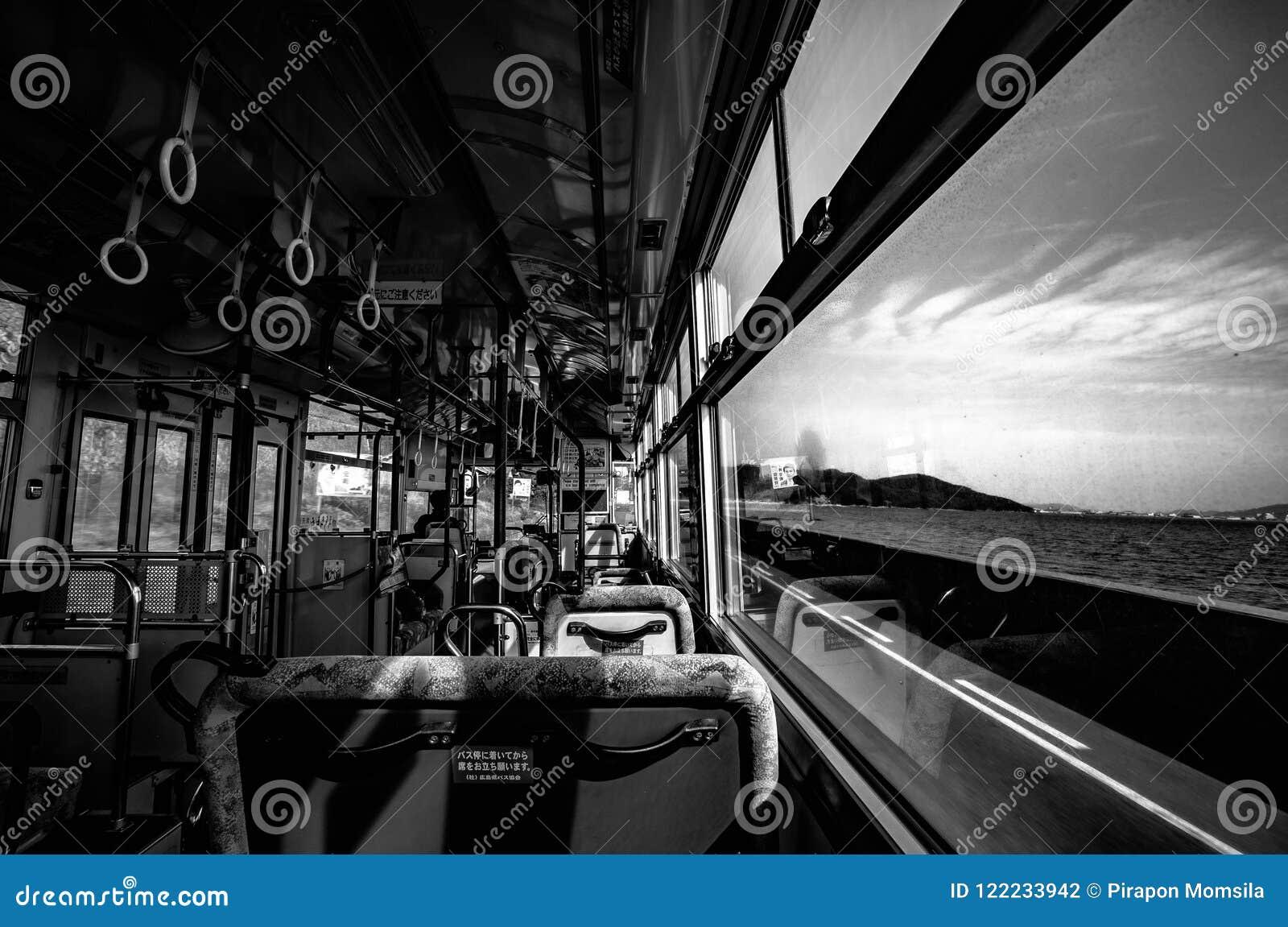 Die Besichtigungs-Bus-Rückseite von Tomonoura