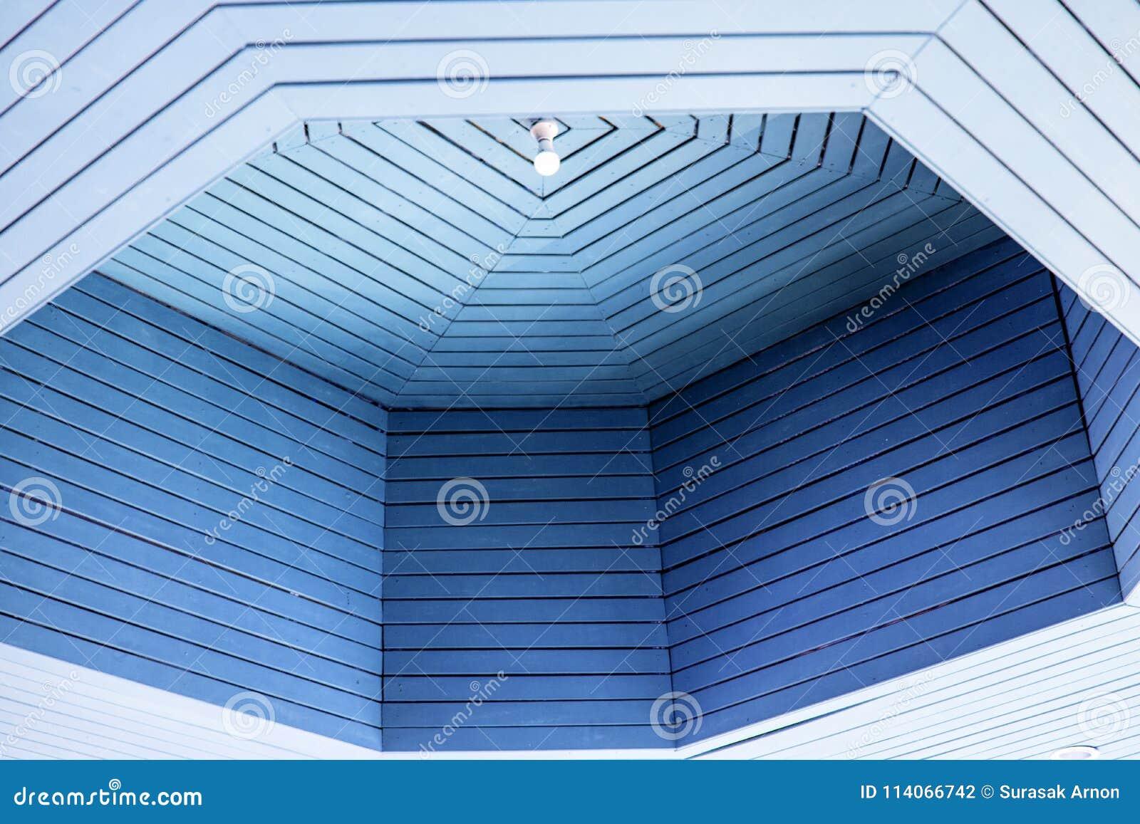 Die blaue Decke ist schön und bequem