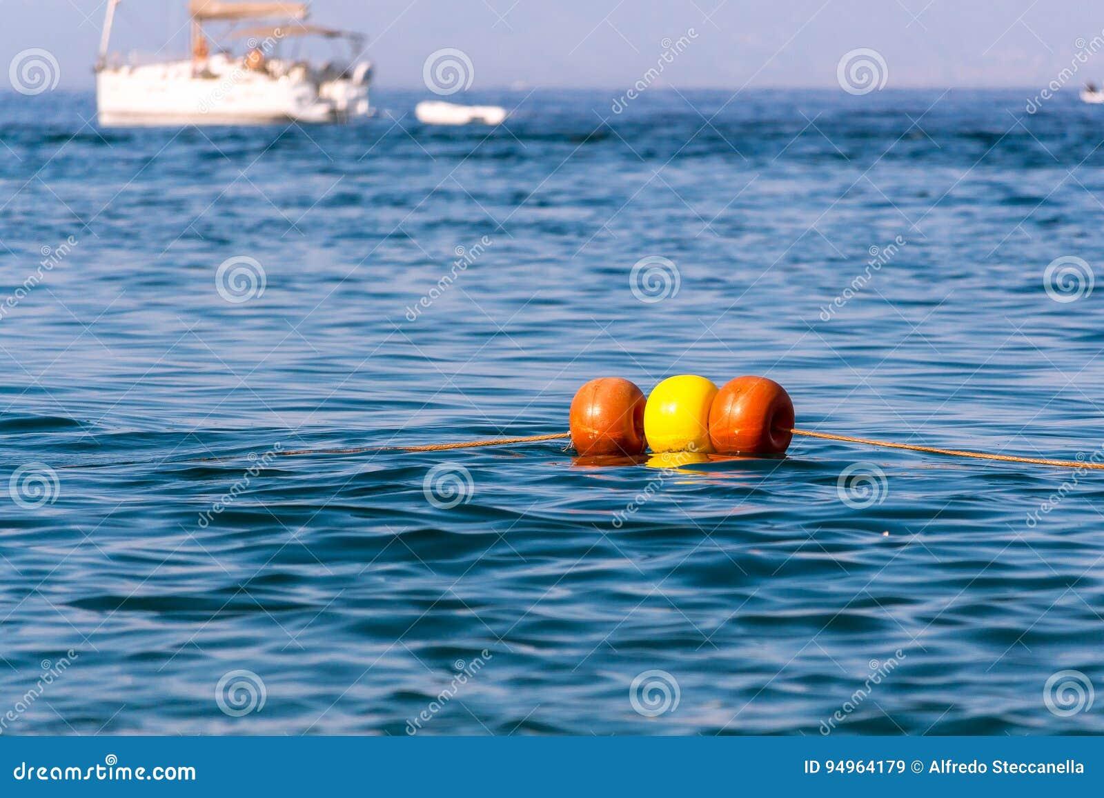 Die Boje im Meer