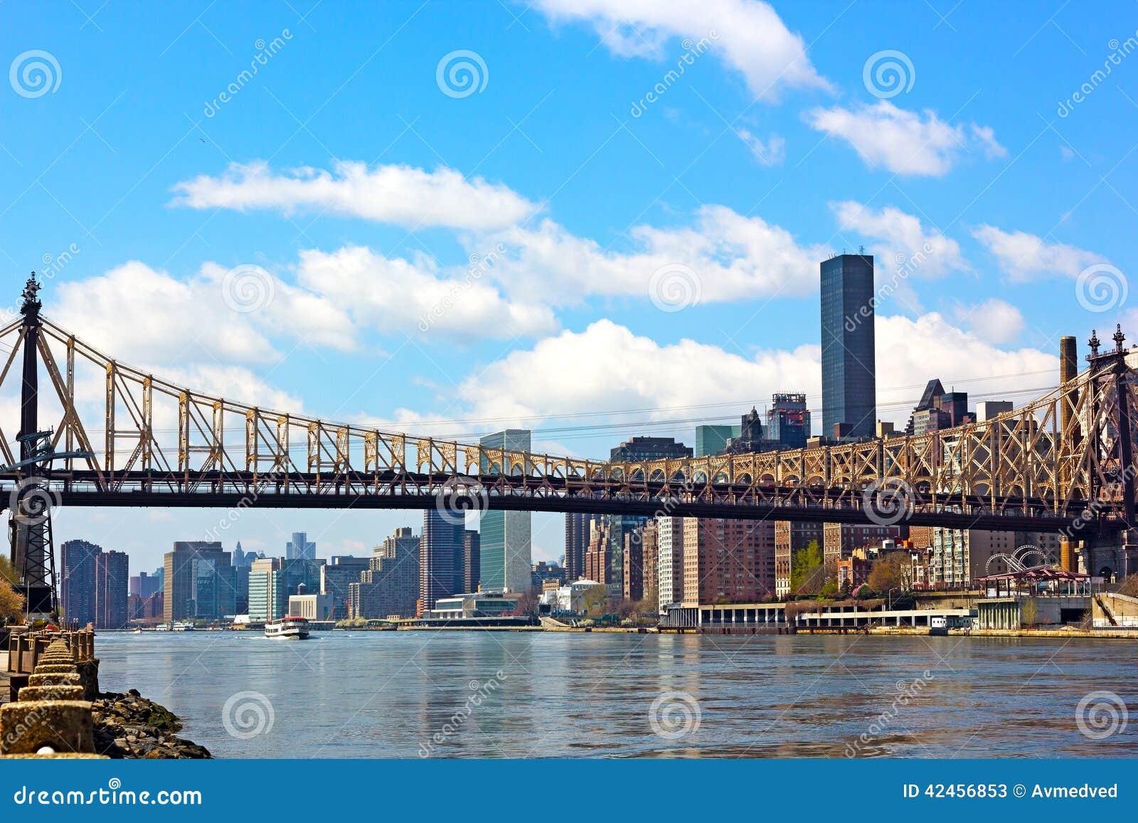 Die Brücke über East River in Manhattan, New York