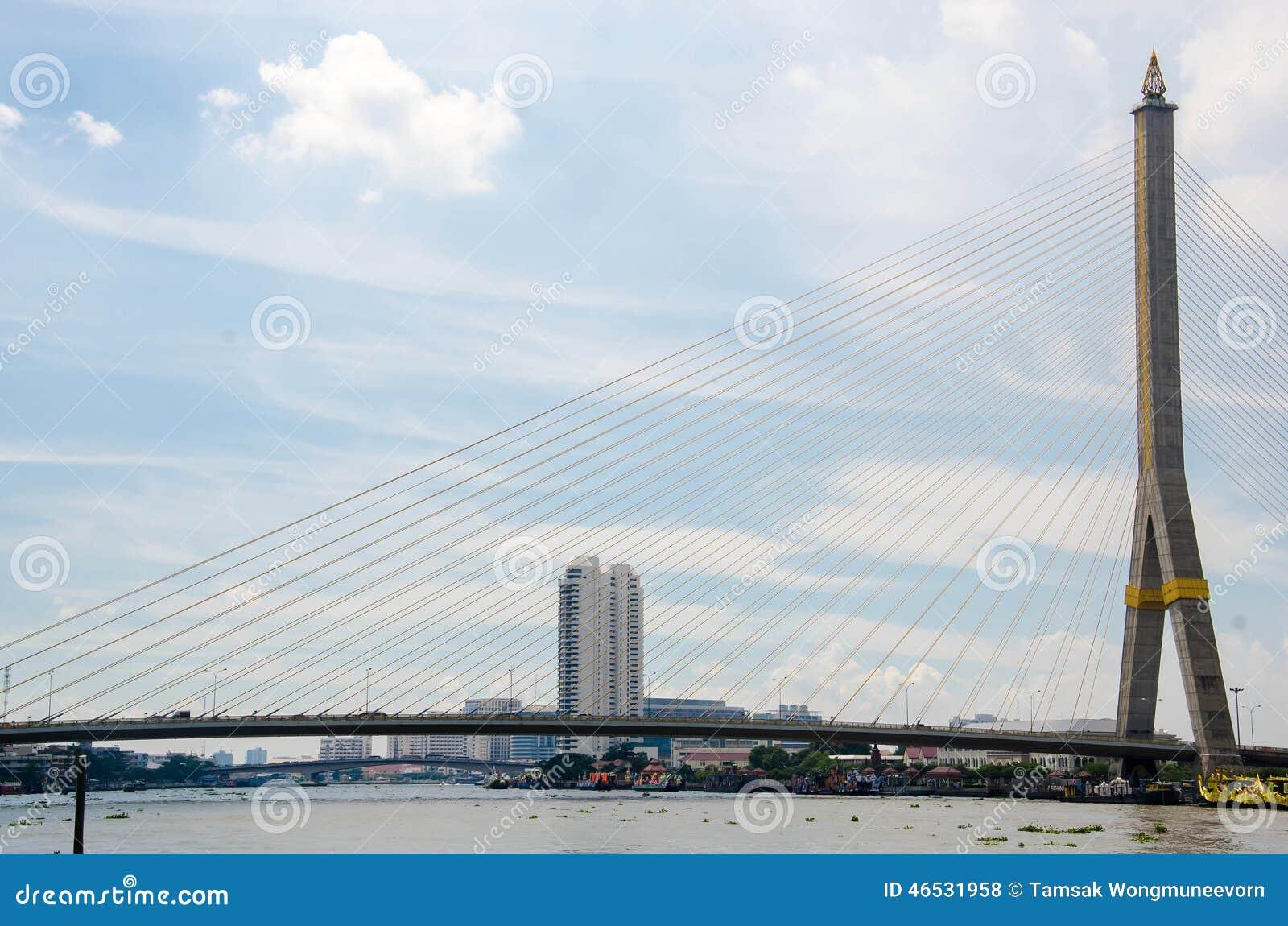Die Brücke Rama VIII über dem Chao Praya River in Bangkok,