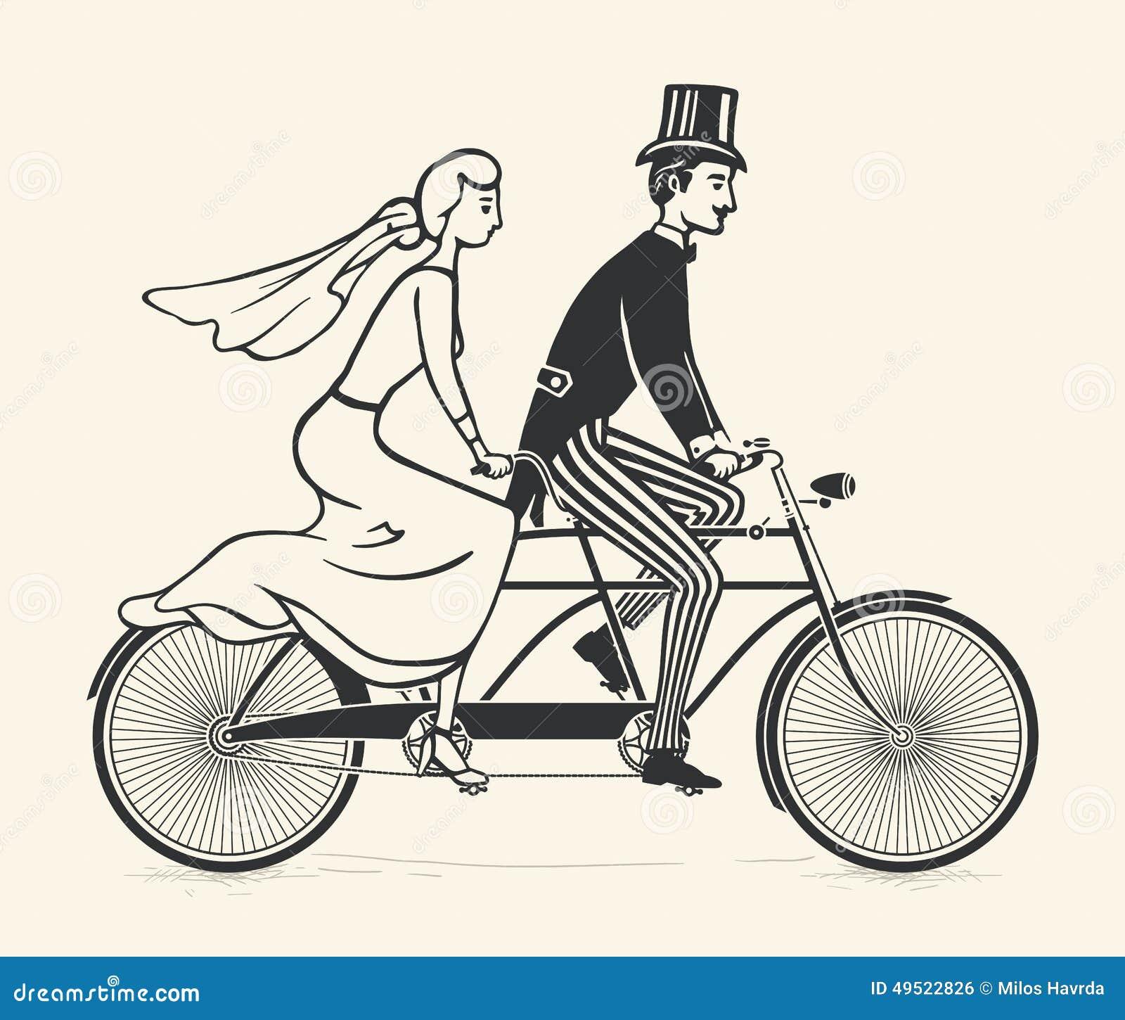 Die Braut und Bräutigam, die ein Weinlesetandem reiten, fahren rad