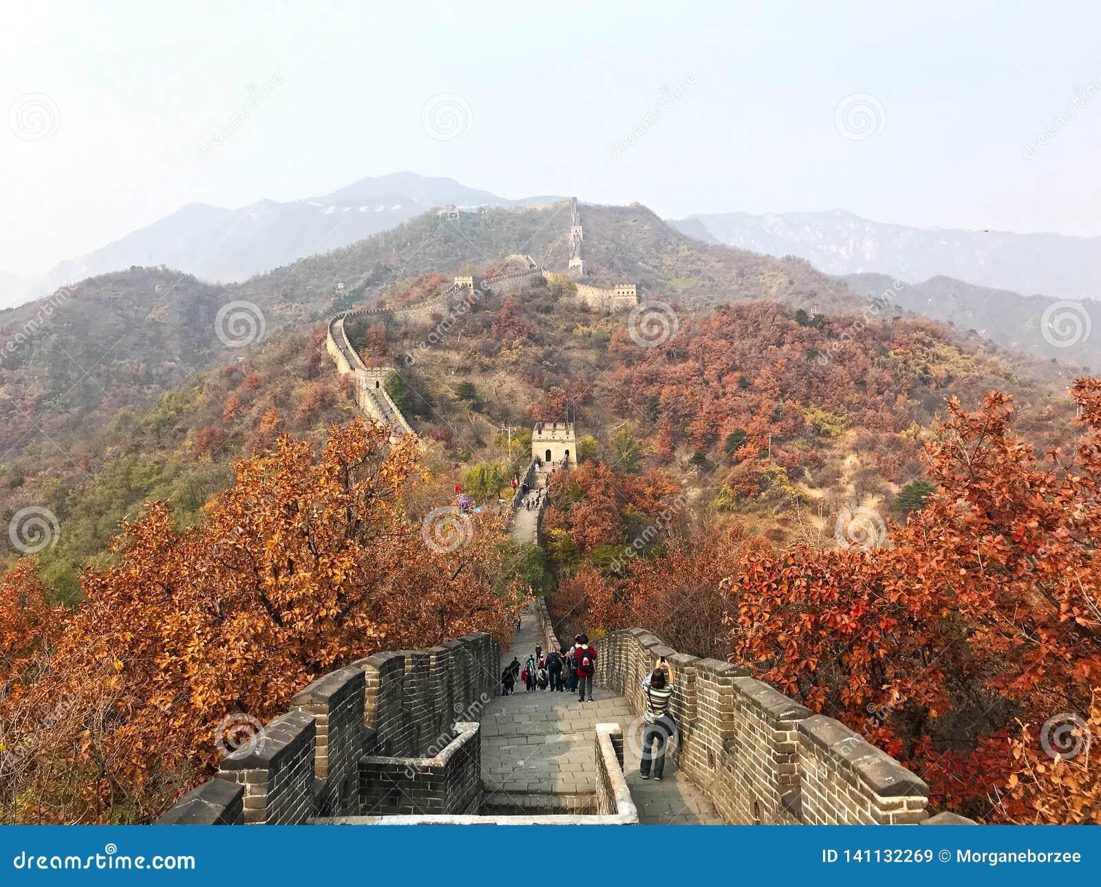 Die Chinesische Mauer von China an Mutianyu-Abschnitt der Berge