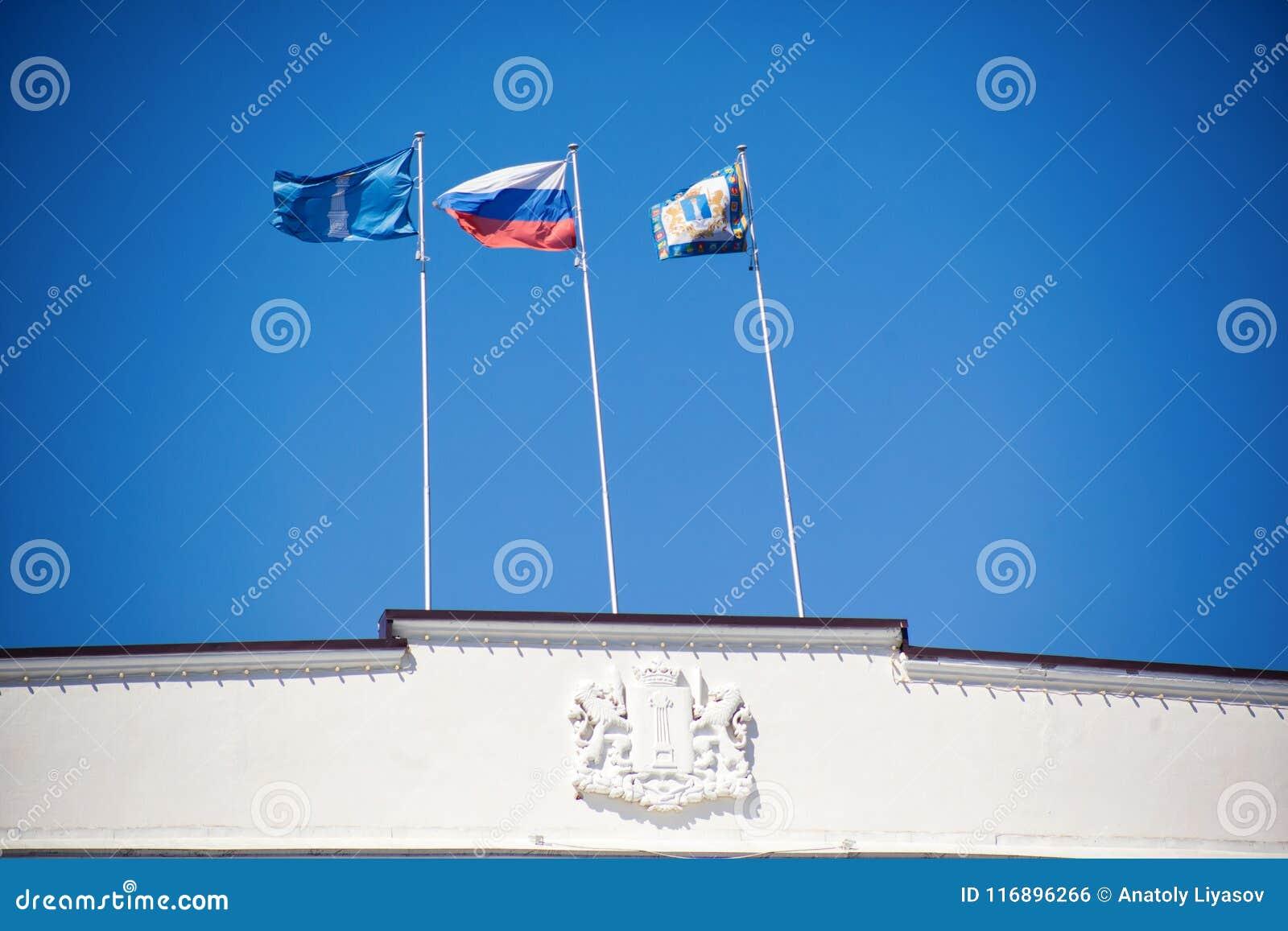 Die Flagge von Russland und von Ulyanovsk-Region