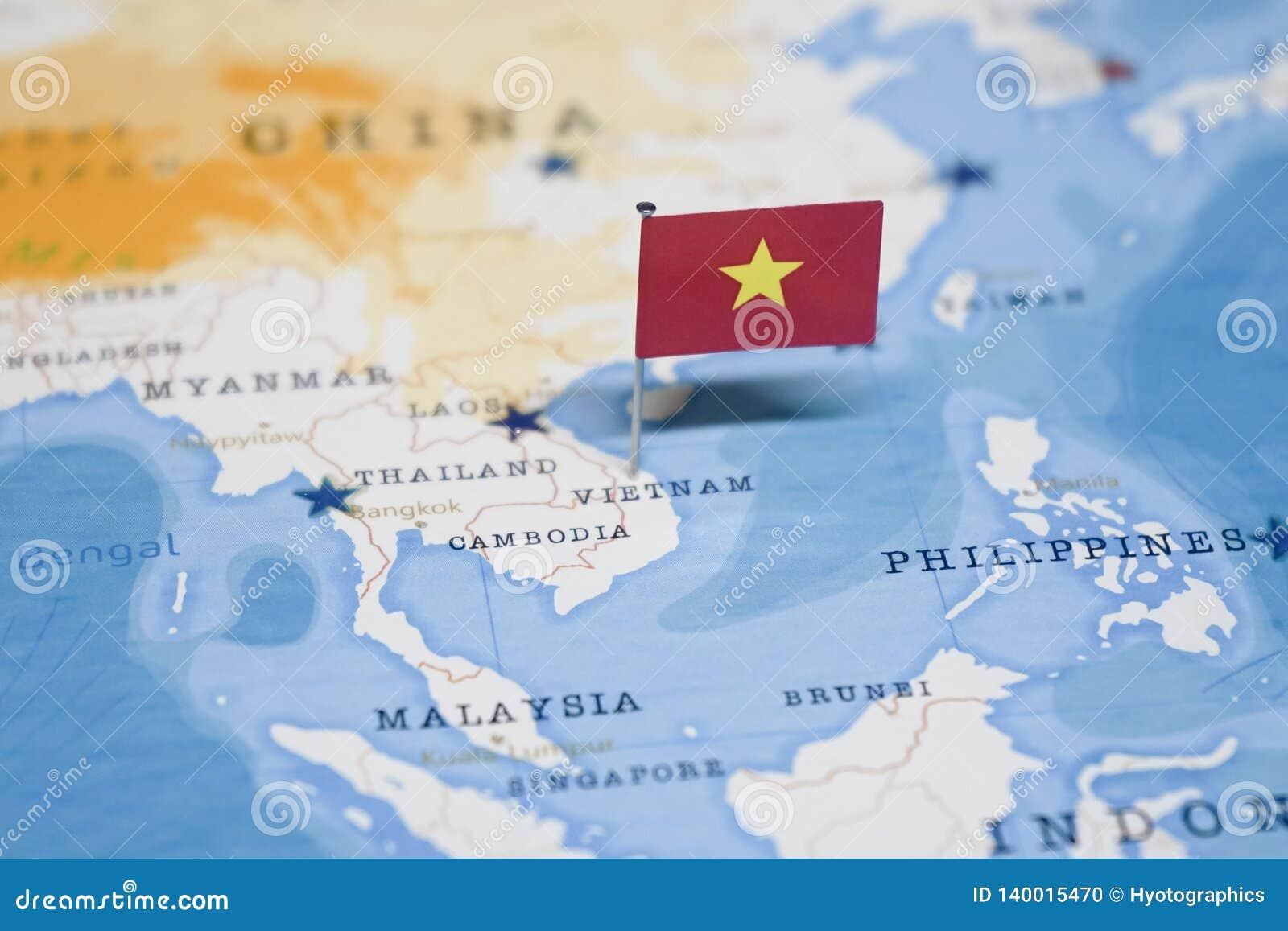 Die Flagge Von Vietnam In Der Weltkarte Stockfoto Bild Von