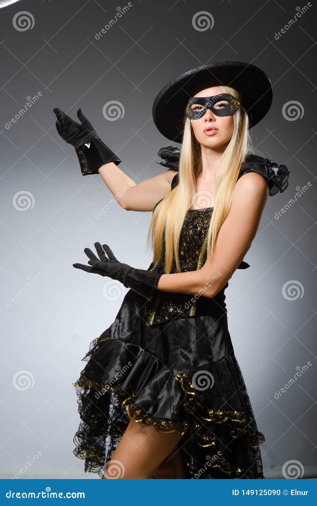 Die Frau im Piratenkost?m - Halloween-Konzept