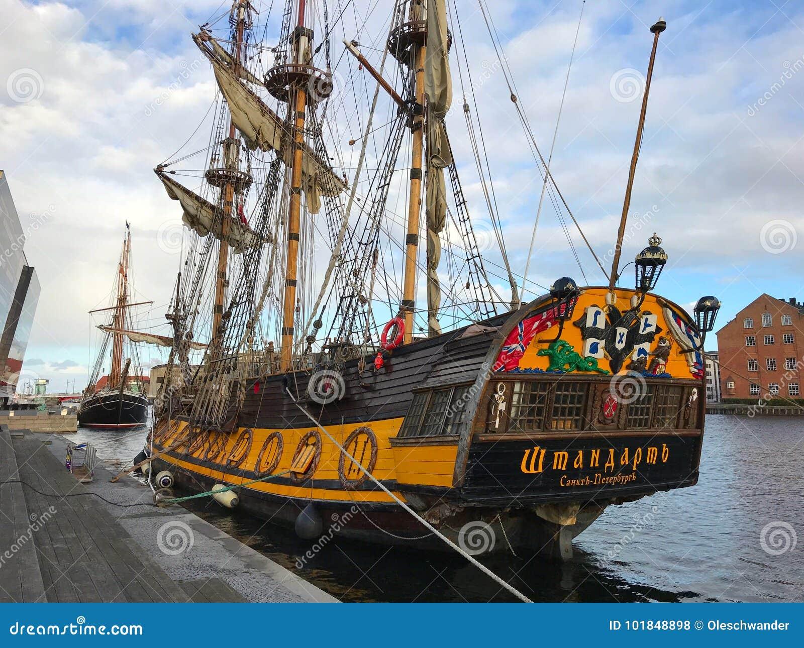 Die Fregatte Shtandart ist die genaue Replik des Mann-vonkrieges errichtet durch Peter der Große im Jahre 1703
