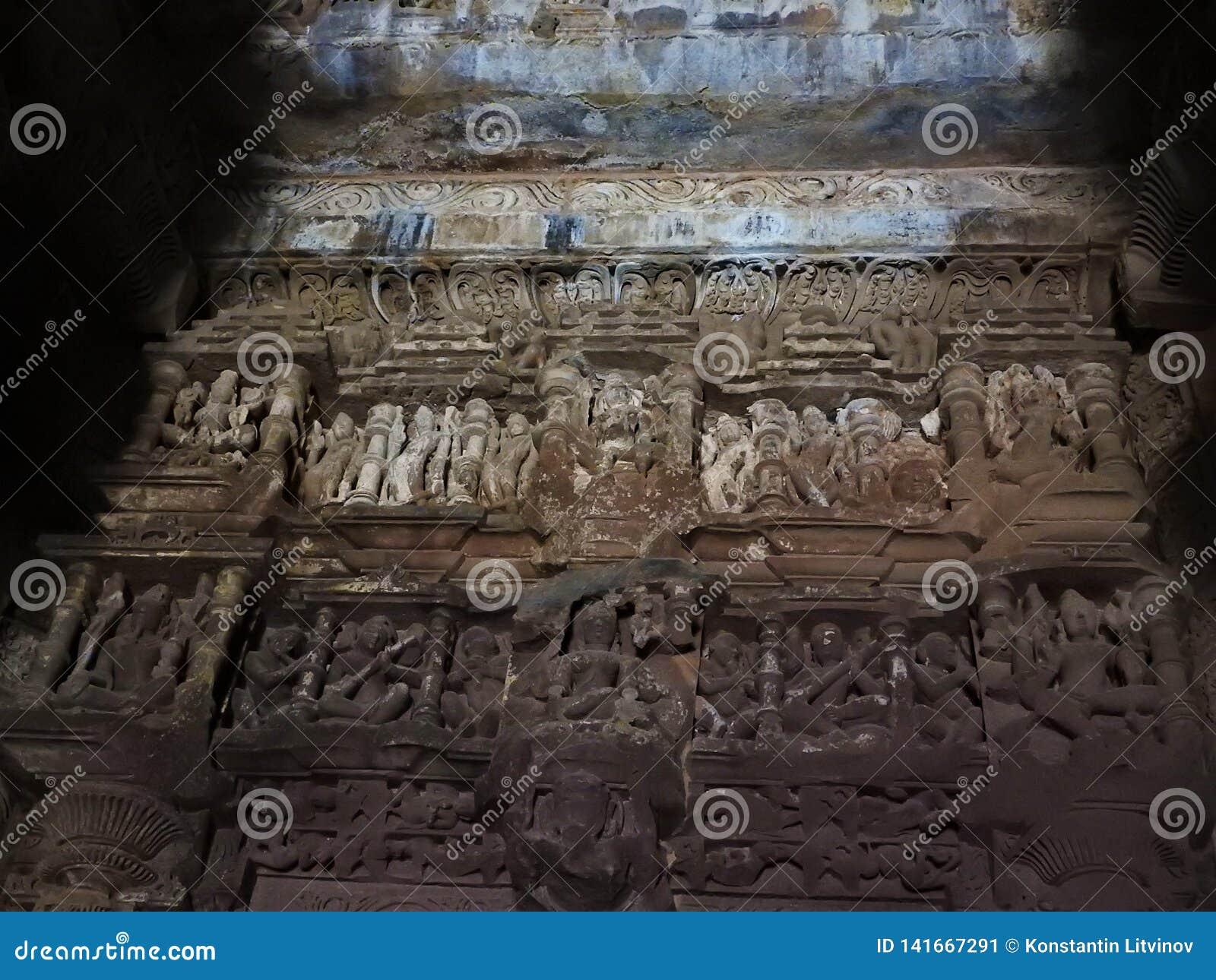 Die Freskos sind innerhalb der Tempel der Westgruppe einschließlich Visvanatha-Khajuraho, Madhya Pradesh, Indien, UNESCO erotisch