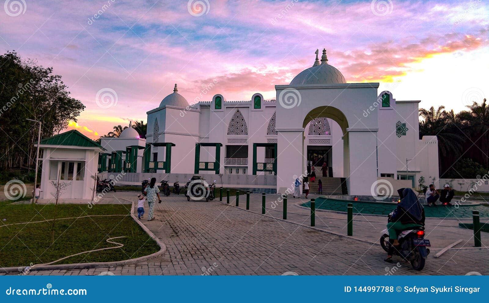 Die große Moschee und der Himmel