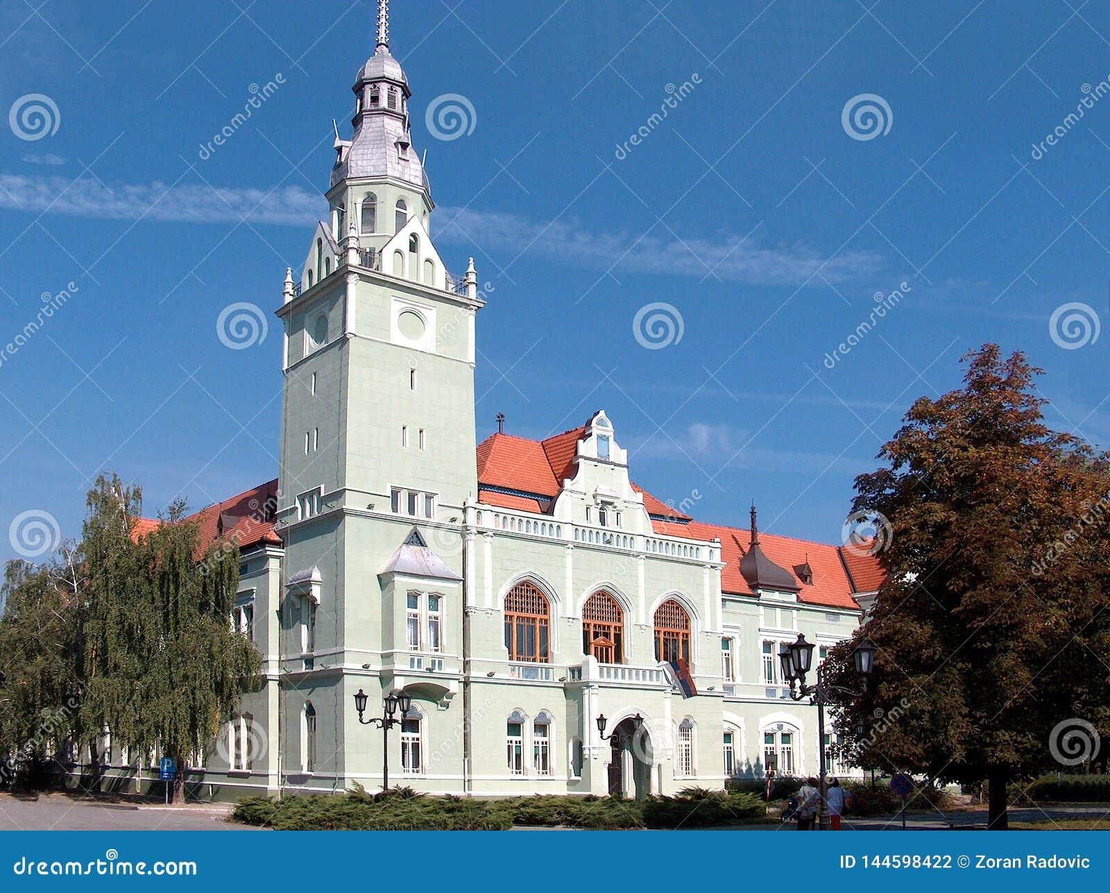 Die Hauptstraße der Stadt von Apatin, Vojvodina, Serbien