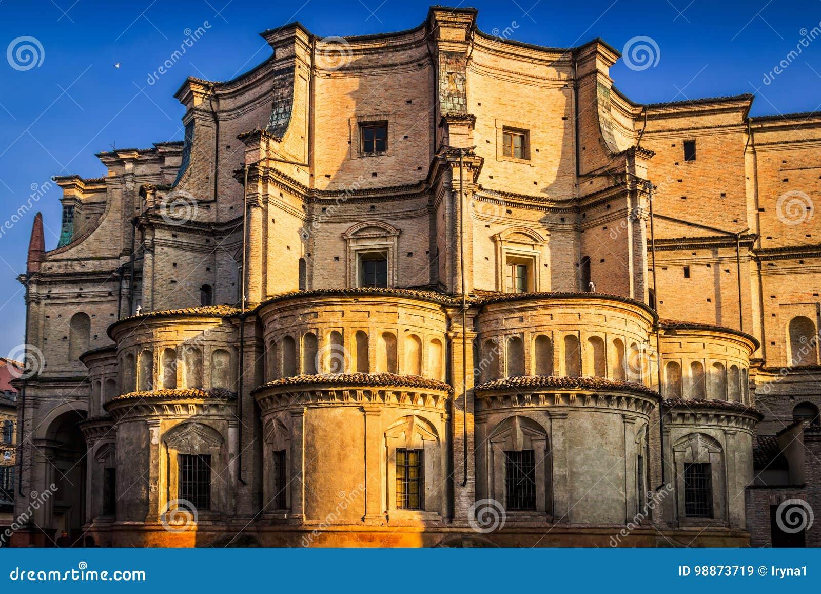 der-santissima-annunziata-auch-angerufen-die-basilika-del-paradiso-ist-eine-renaissanceart-roemisch-katholische-kirche-in-parma-emilia-romagna-italien