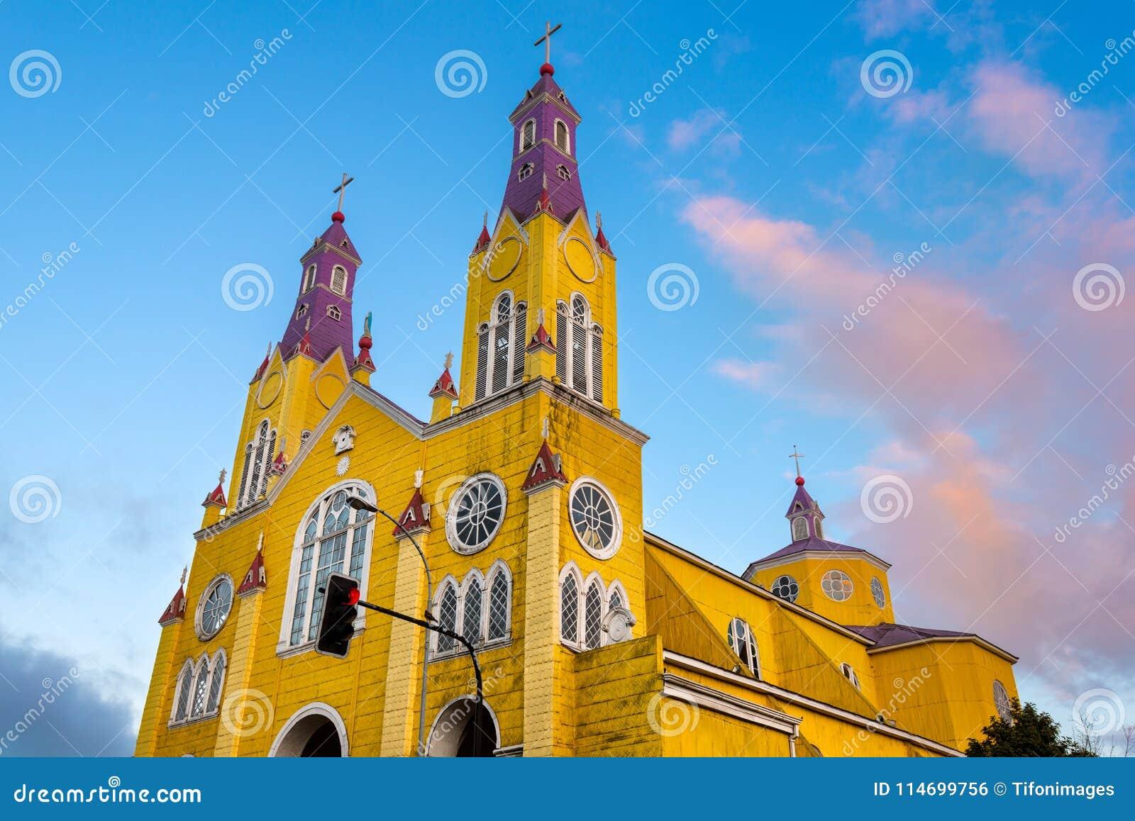 Die Kirche von San Francisco im Hauptplatz von Castro in Chiloe-Insel