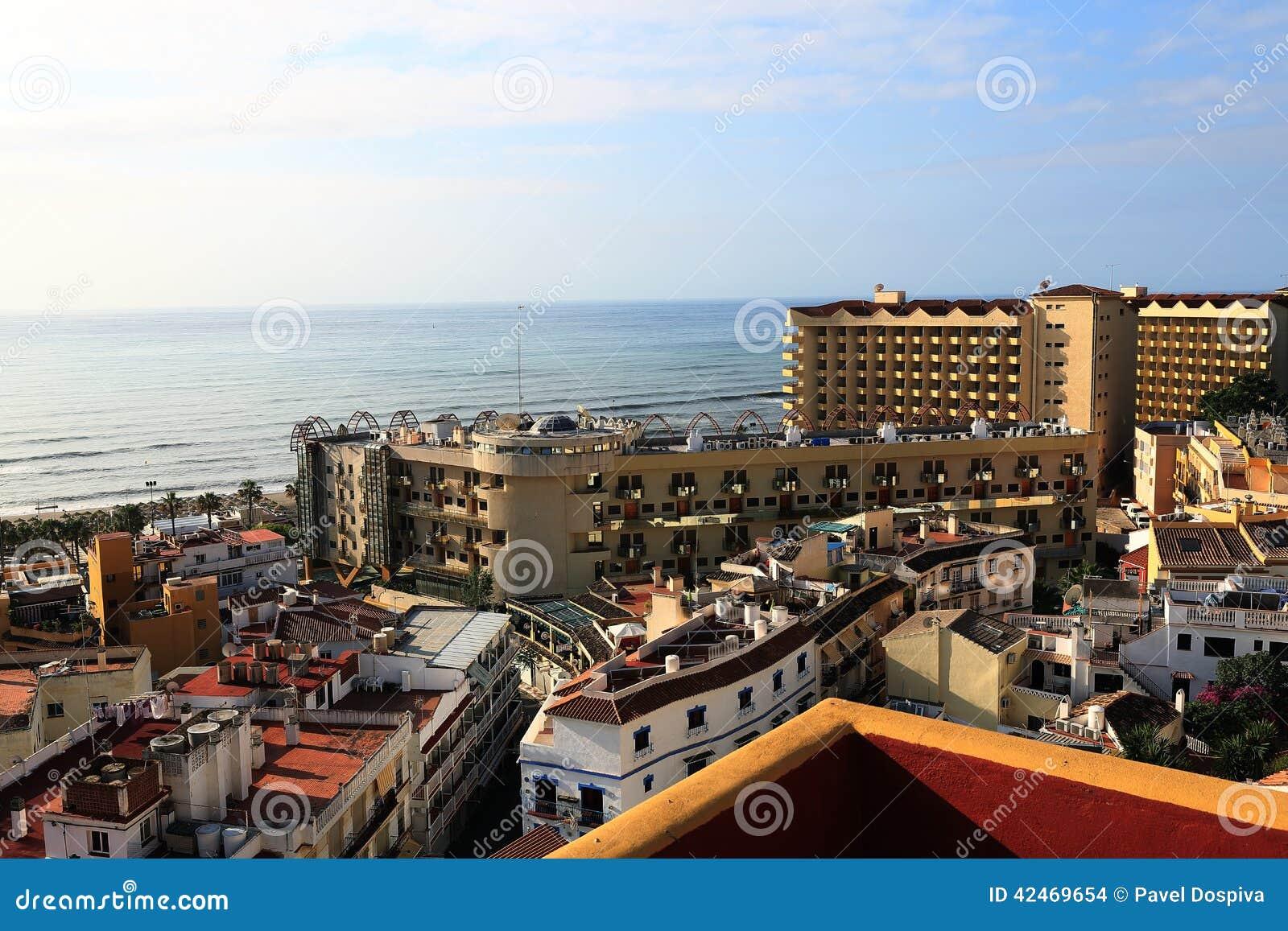Die Kolonnade in der Küstenstadt Terremolinos, Spanien