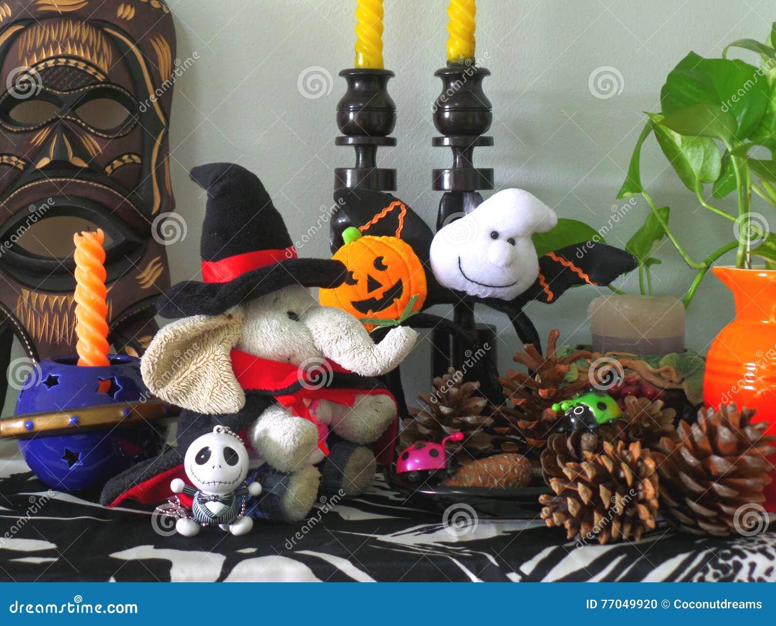 Die Netteste Halloween-Dekoration Für Wohnzimmer!! Stockfoto - Bild ...