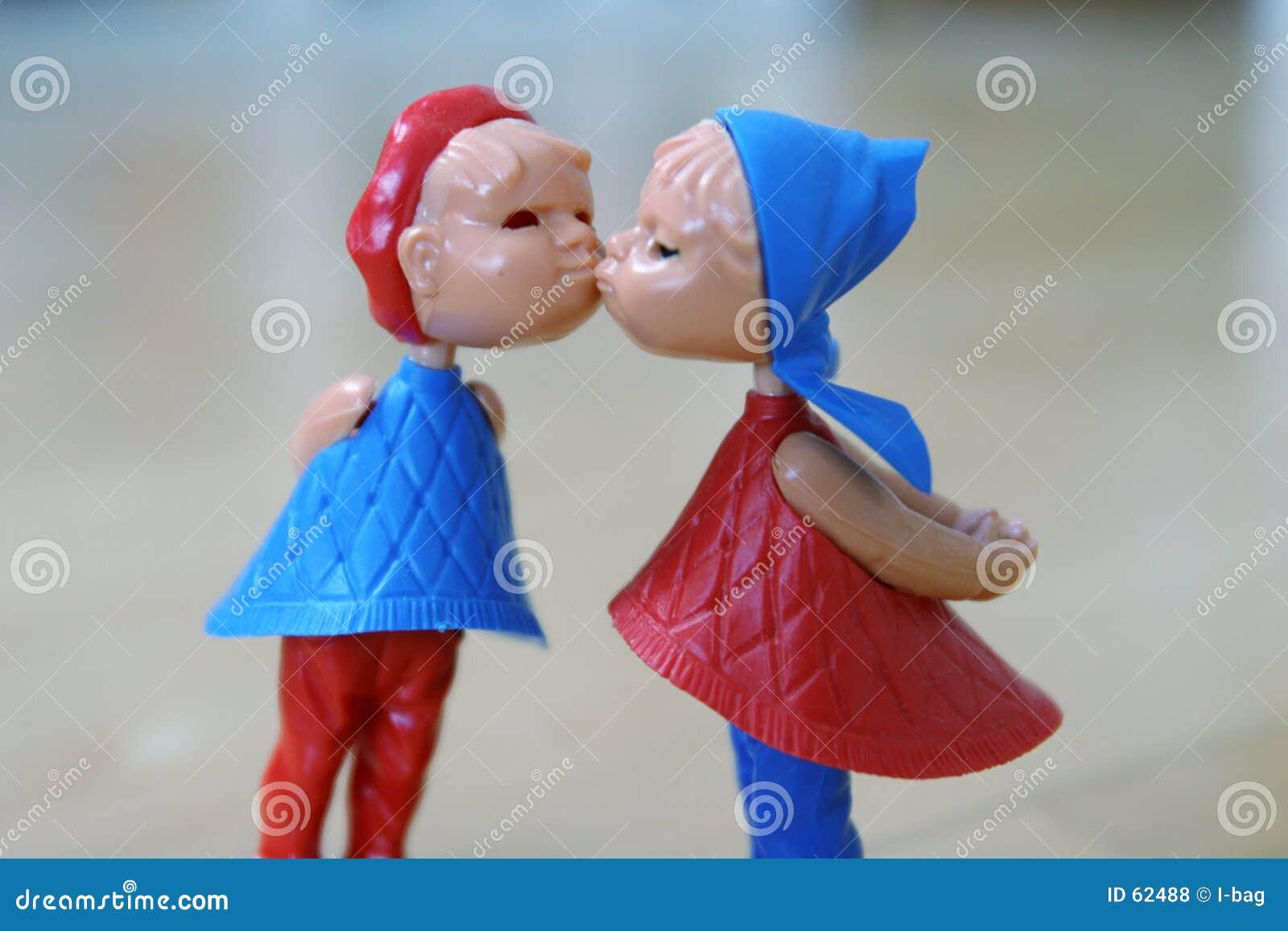 Die Paare küssen genauer