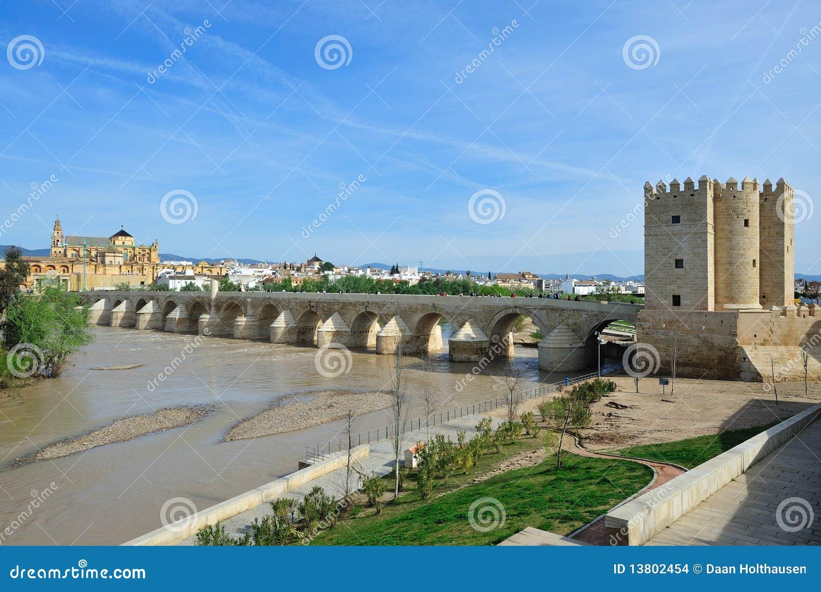 Die römische Brücke (Puente Romano)