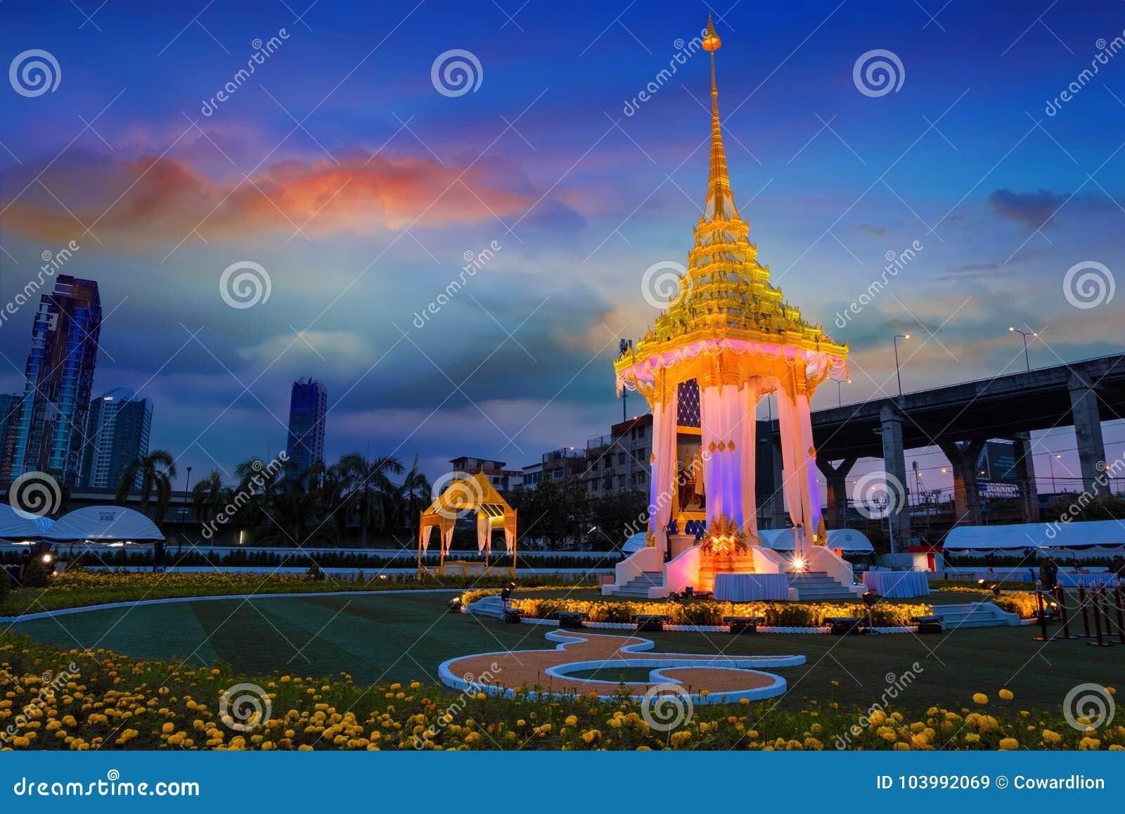 Die Replik des königlichen Krematoriums Seine Majestäts-späten Königs Bhumibol Adulyadej errichtet für das königliche Begräbnis a
