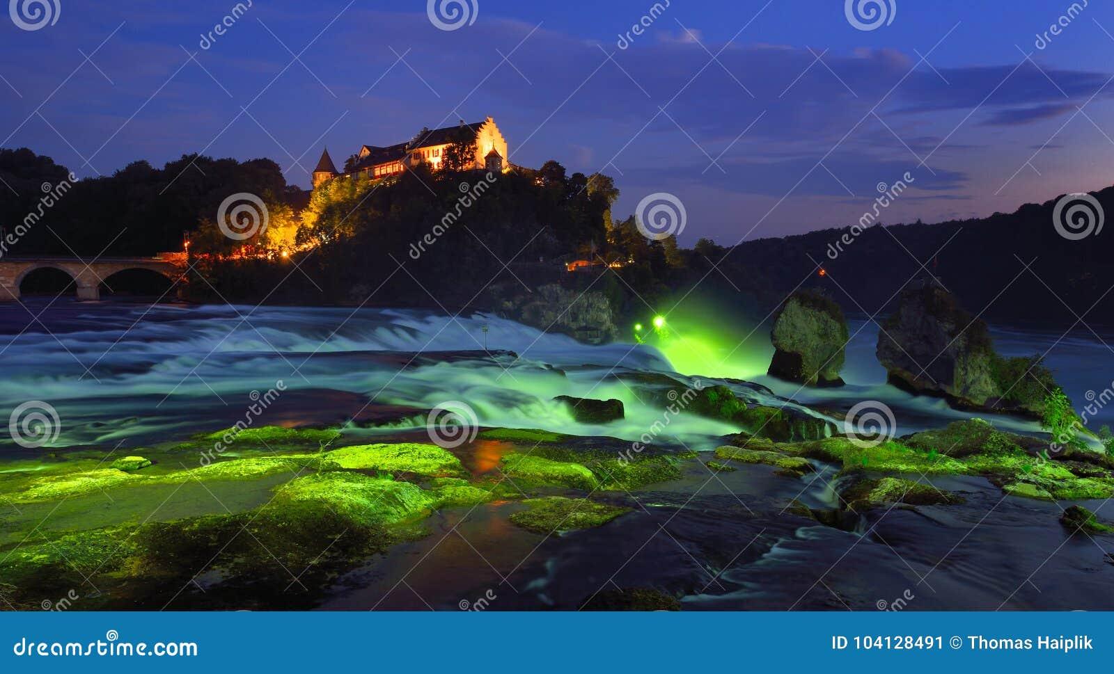 Die Rheinfall an der blauen Stunde