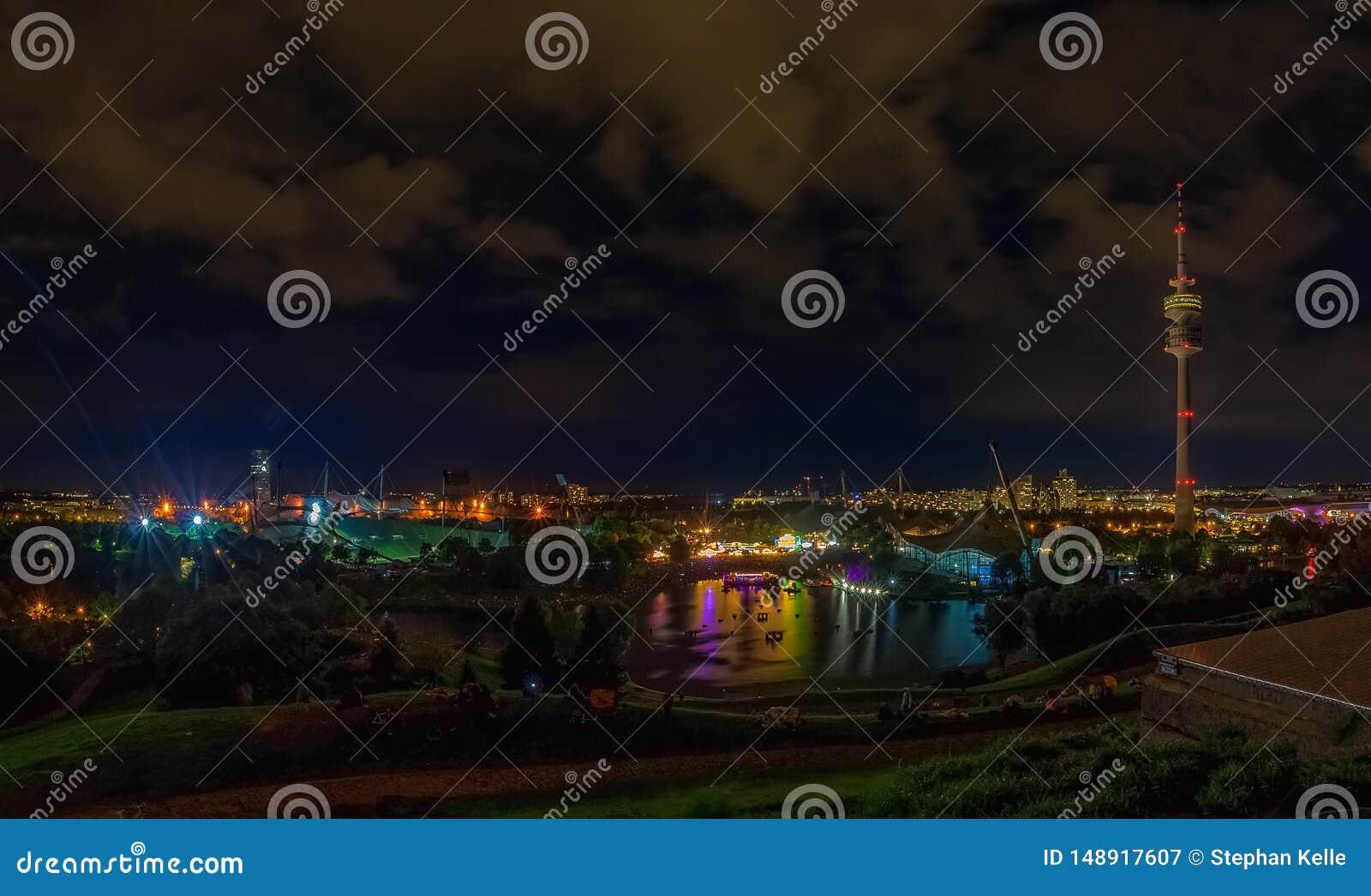 Die sch?ne Ansicht des Olympiaparks nachts