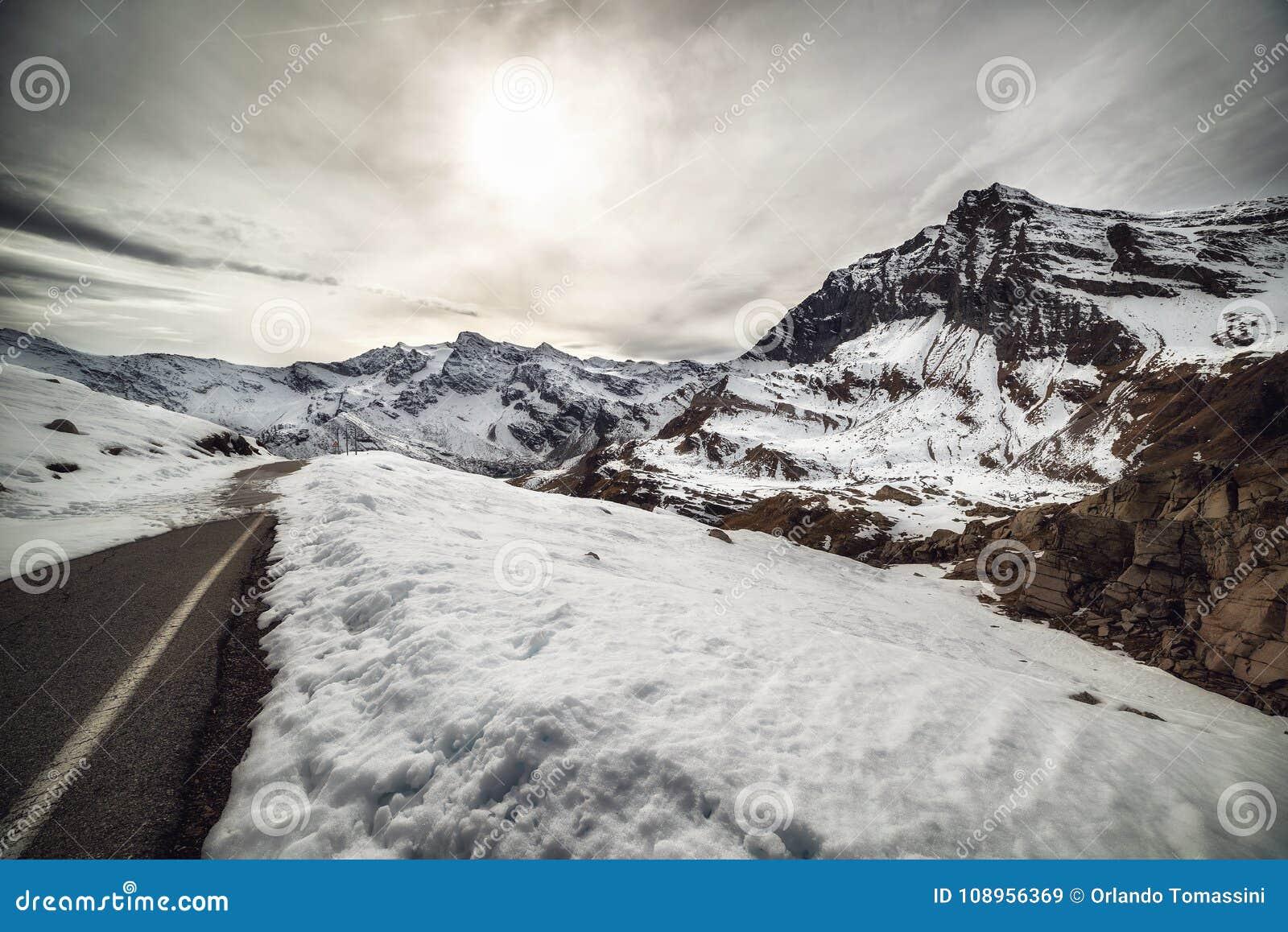Die schneebedeckten Berge