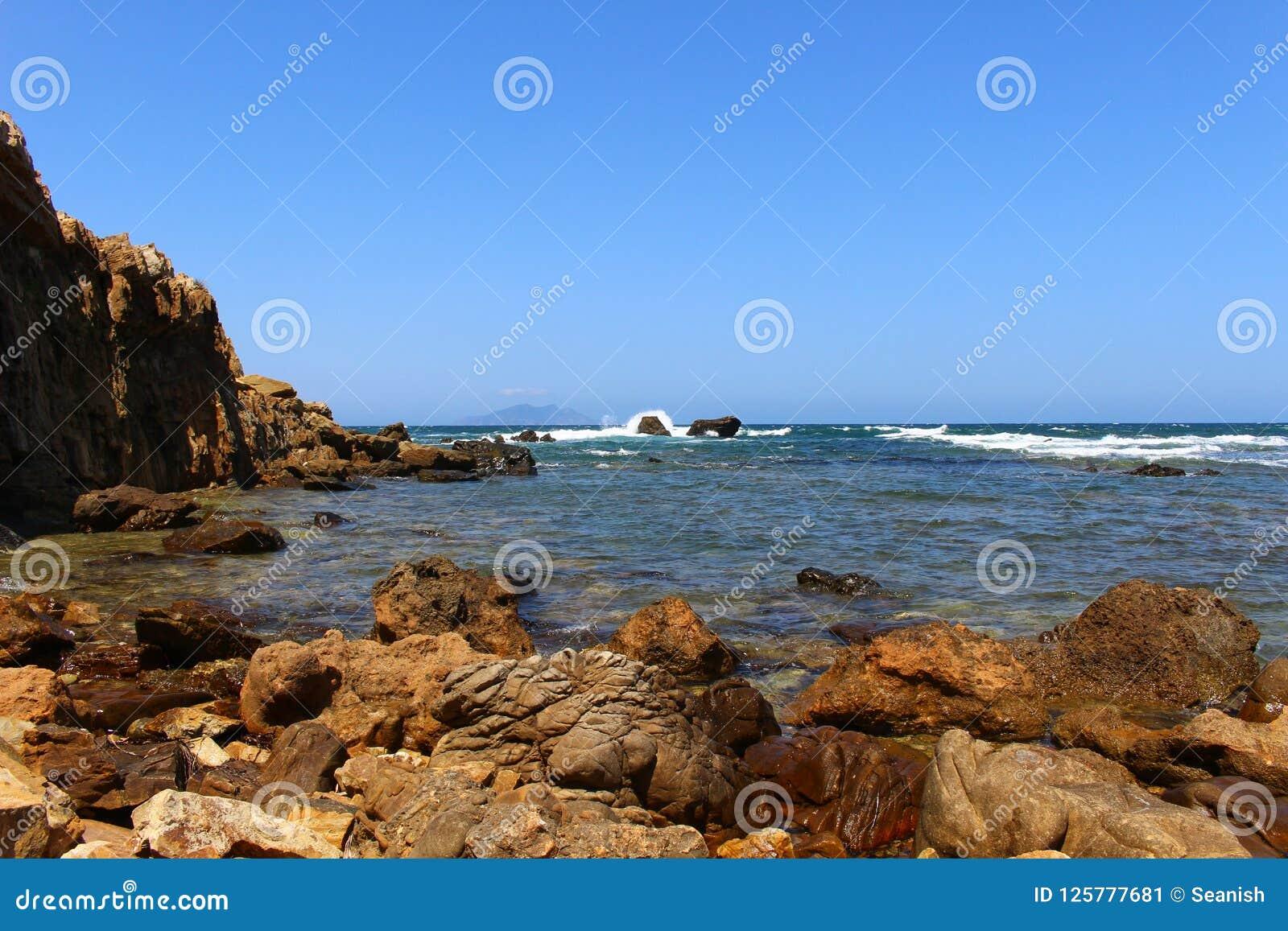 Die schroffe Küste von Kappe Bon, Tunesien